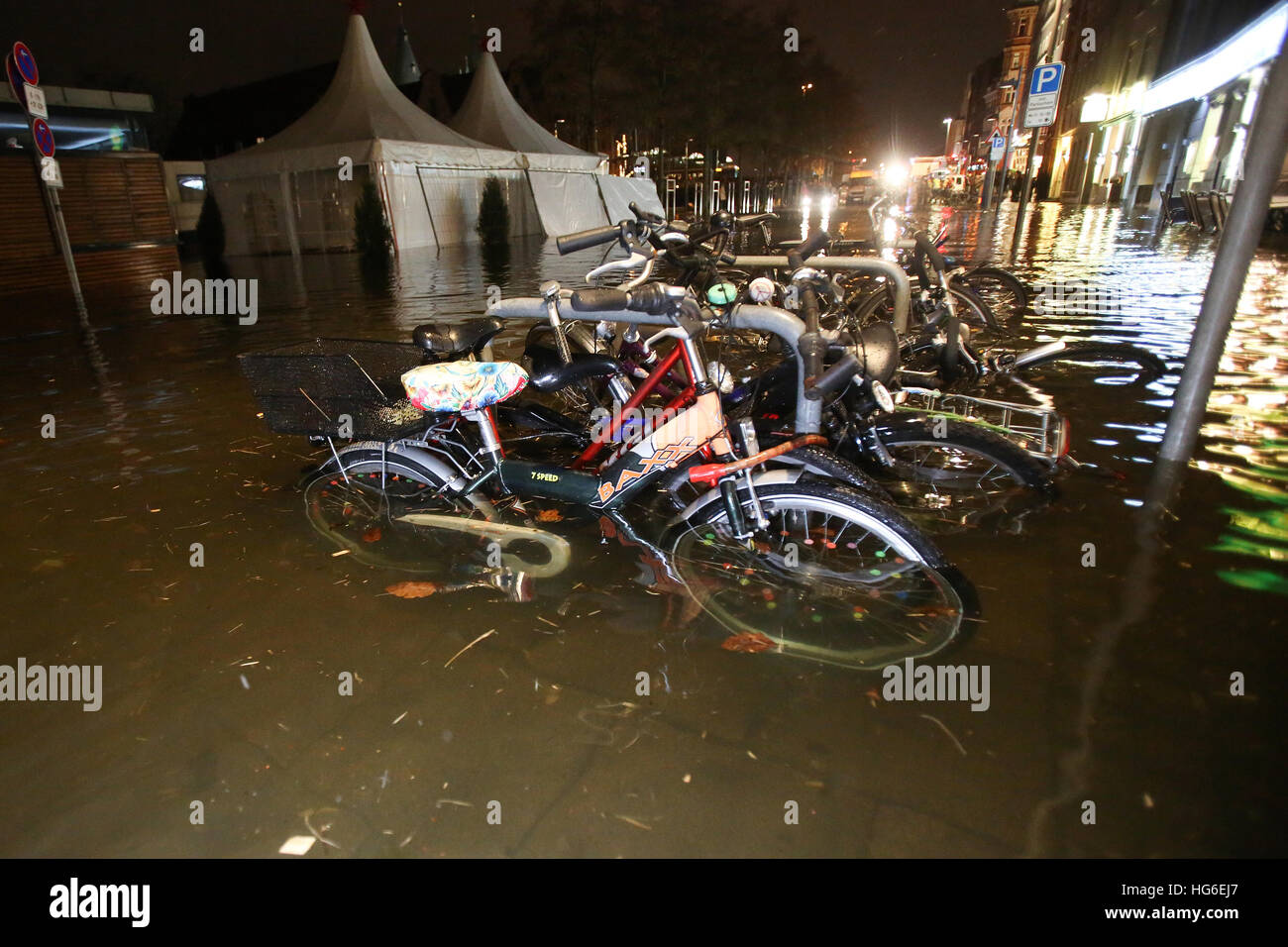 Luebeck, Germany. 04th Jan, 2017. Bicycles in a flooded street in Luebeck, Germany, 04 January 2017. The Federal Stock Photo