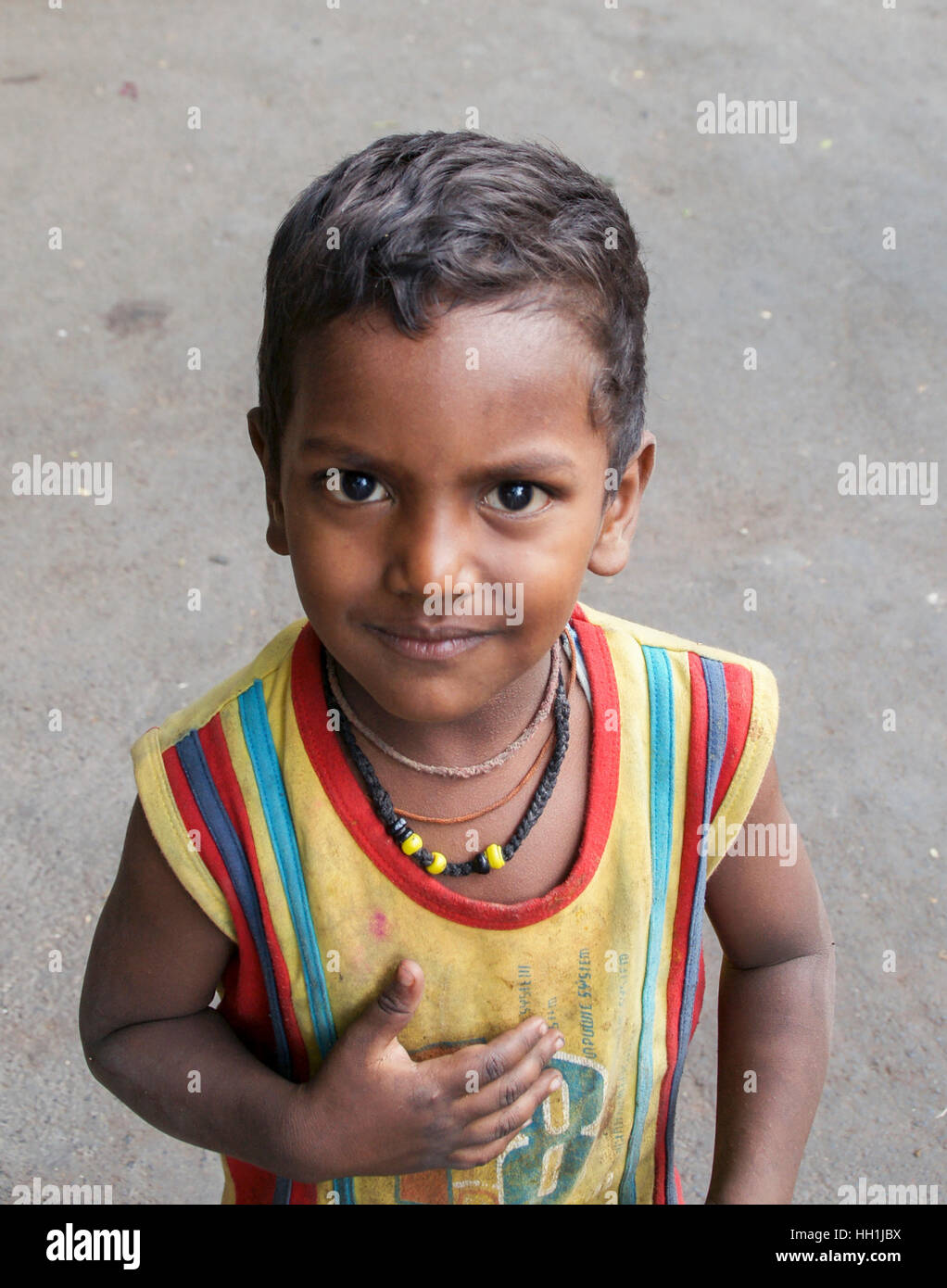 Young boy outside a Temple in Mumbai, India Stock Photo