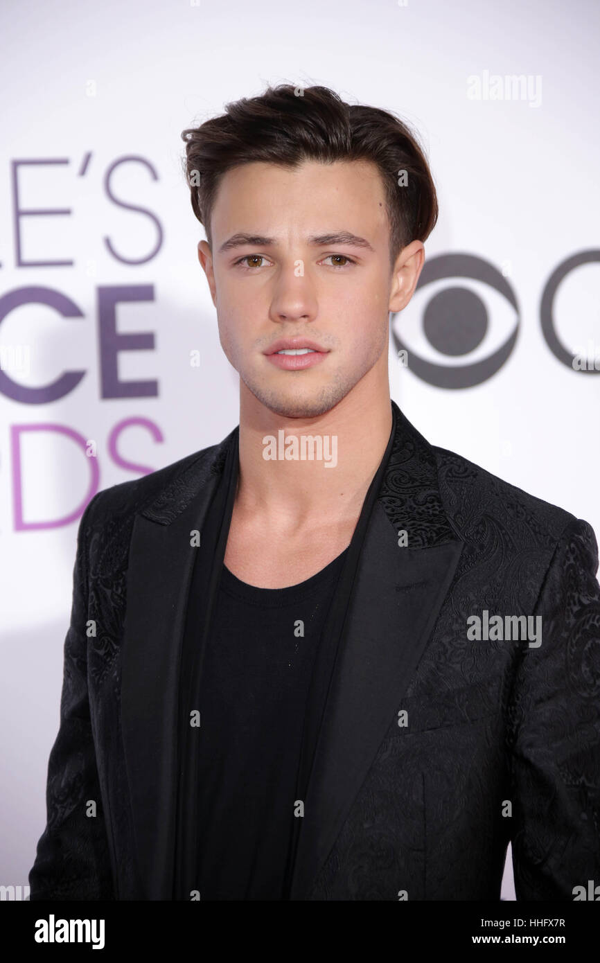 Los Angeles, Ca, USA. 18th Jan, 2017. Cameron Dallas at the 42nd Annual People's Choice Awards at Microsoft Theater Stock Foto