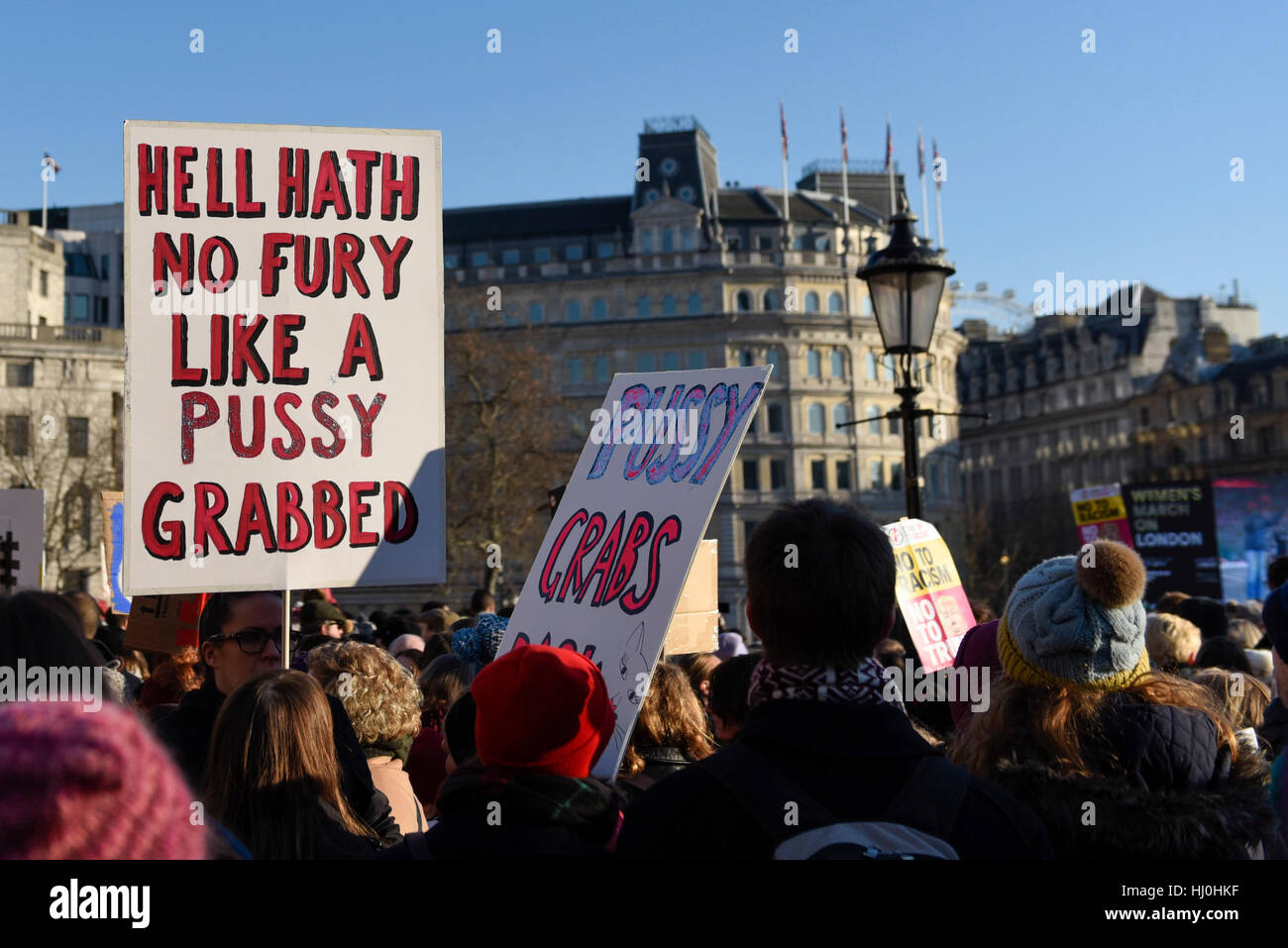London, UK. 21st Jan, 2017. Placards and banners held aloft in Trafalgar Square as tens of thousands of women take Stock Foto