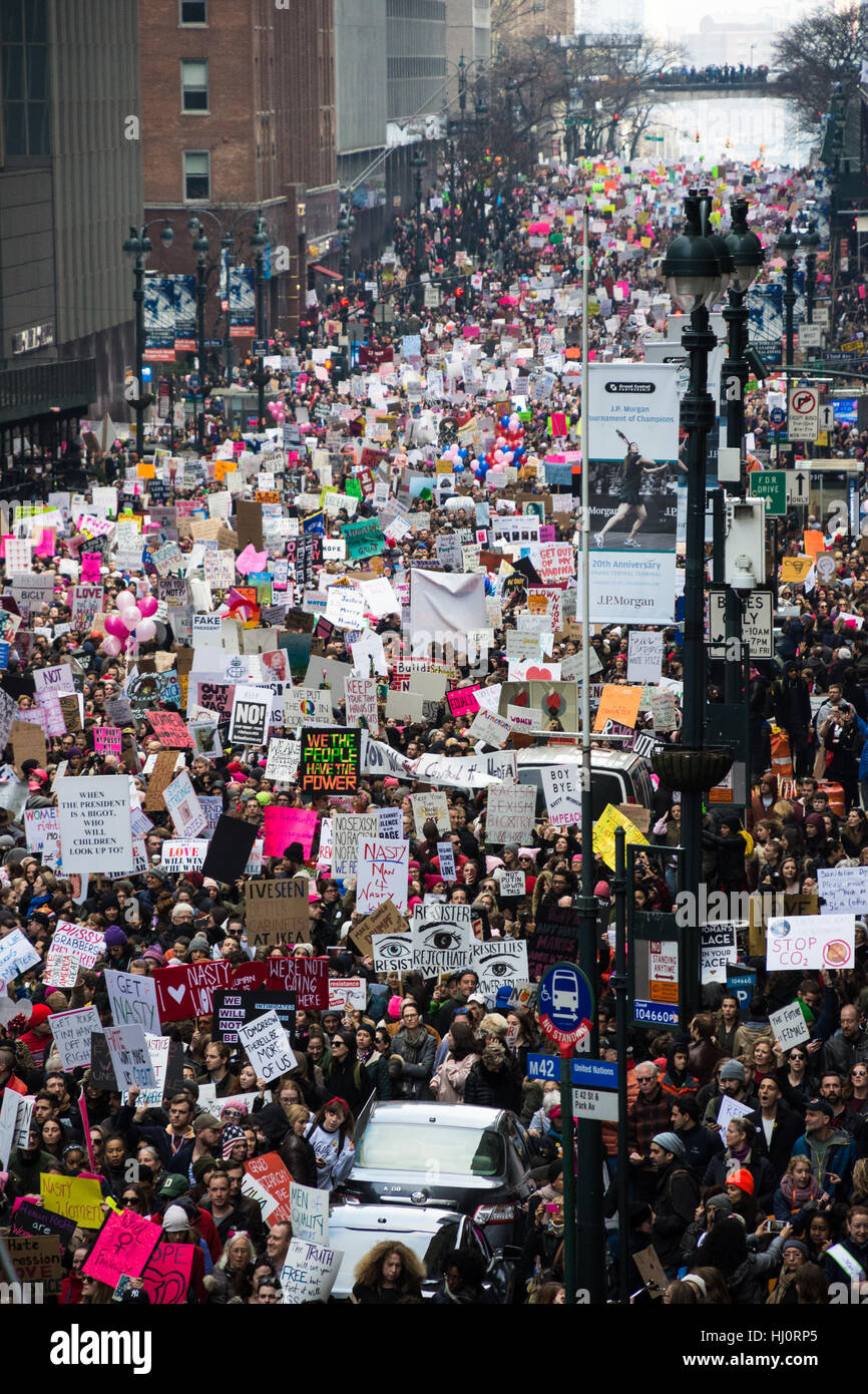 New York, NY, USA. 21st January 2017. Women's March on NYC.  A crowd of protesters extends down 42nd St along the Stock Foto
