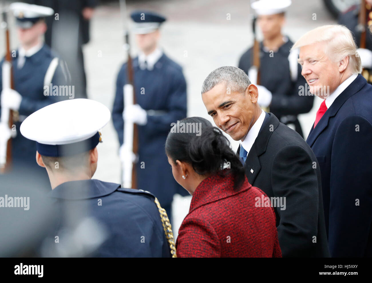 United States President Donald Trump smiles as Former President of the United States Barack Obama smiles at Michelle Stock Foto