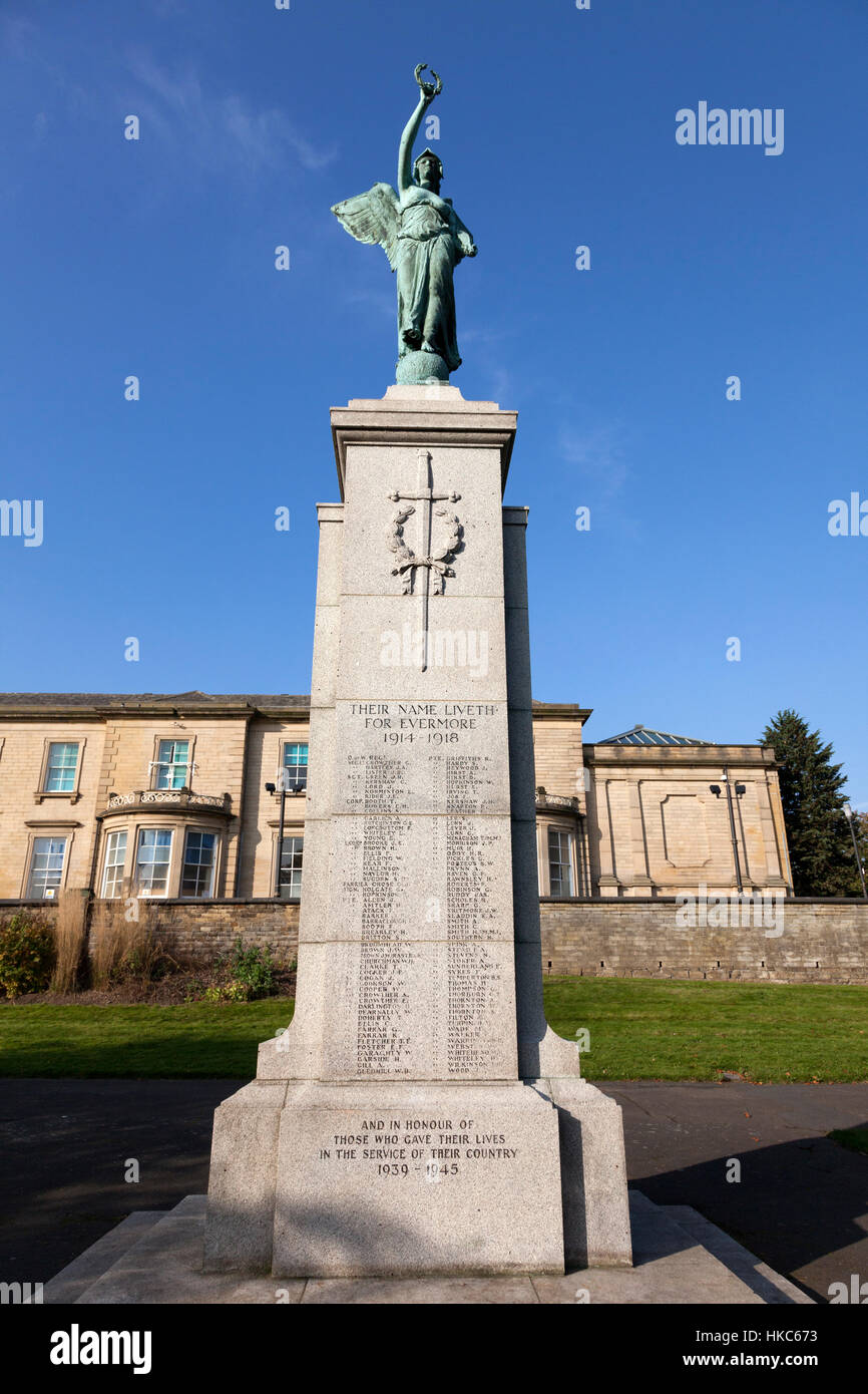 War memorial in Rydings Gardens, Brighouse, West Yorkshire Stock Photo