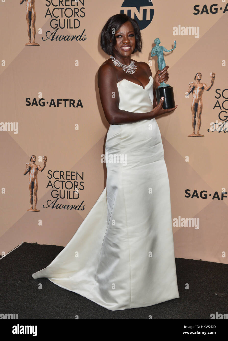 Los Angeles, USA. 29th Jan, 2017. Viola Davis 0269 arriving at the 23rd Annual Screen Actor Awards 2017 at the Shrine Stock Foto