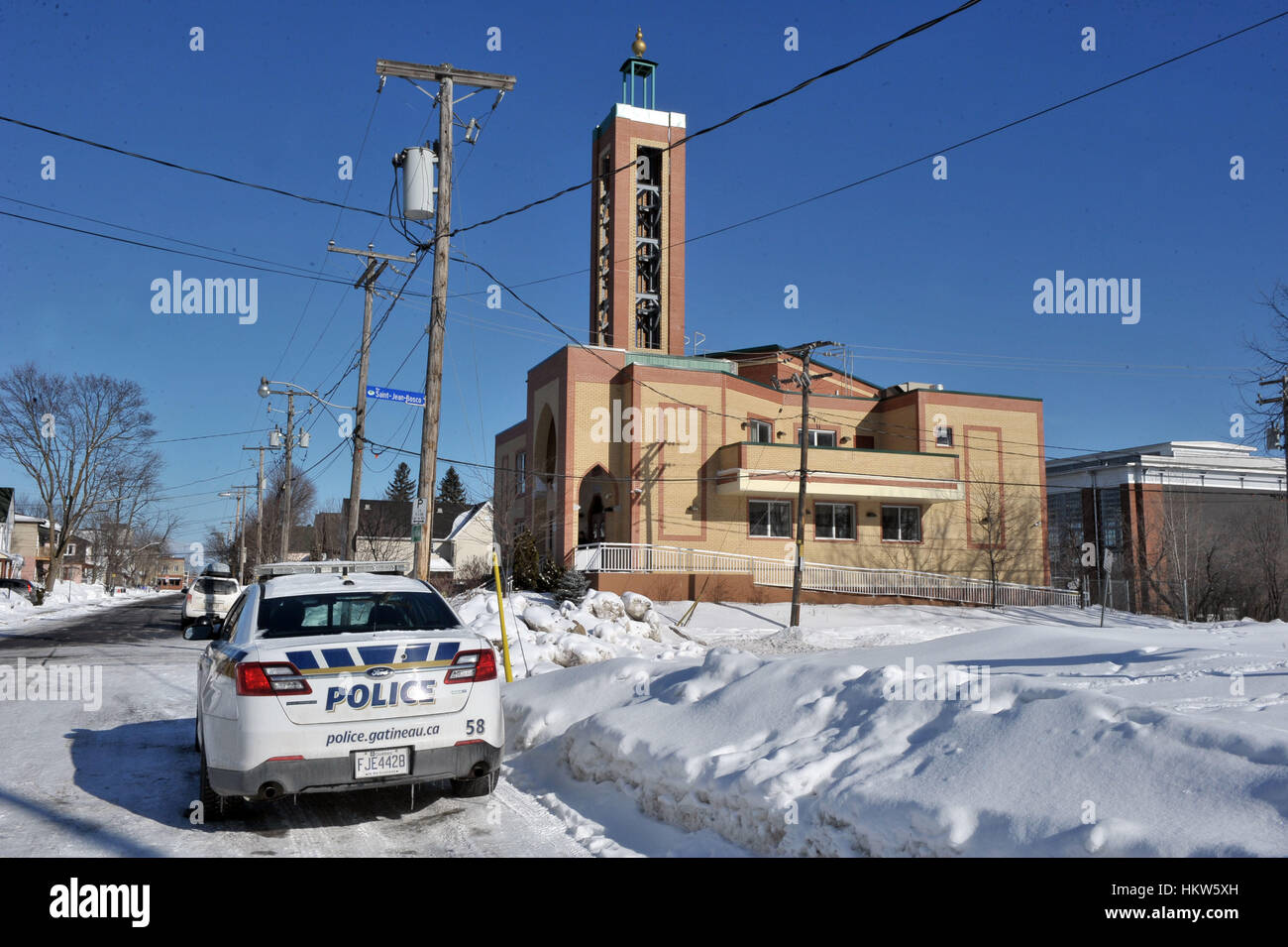Gatineau, Canada. 29th Jan, 2017. A Gatineau police cruiser is parked outside the Outaouais Islamic Centre on Rue Stock Foto
