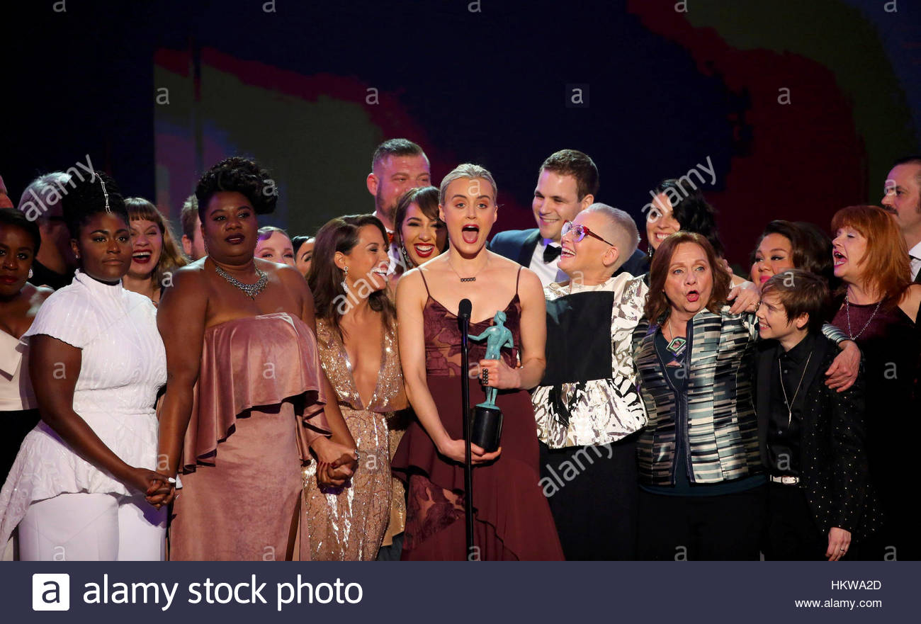 Cast members of Orange is the New Black celebrate after winning the award for Best Ensemble in a Comedy Series during Stock Foto