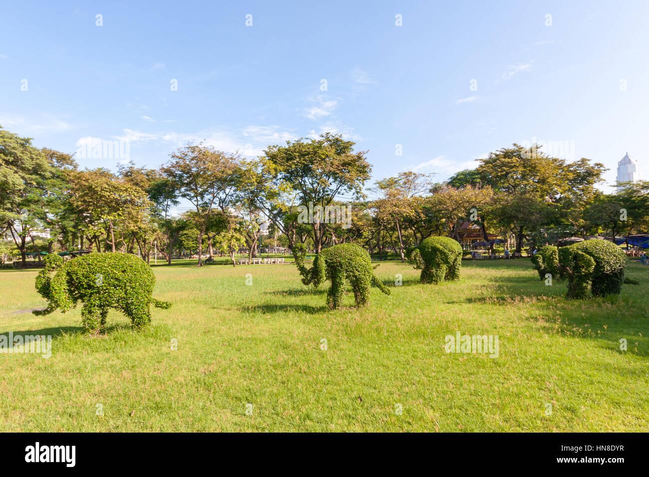 topiary-elephants-in-lumphini-park-bangk