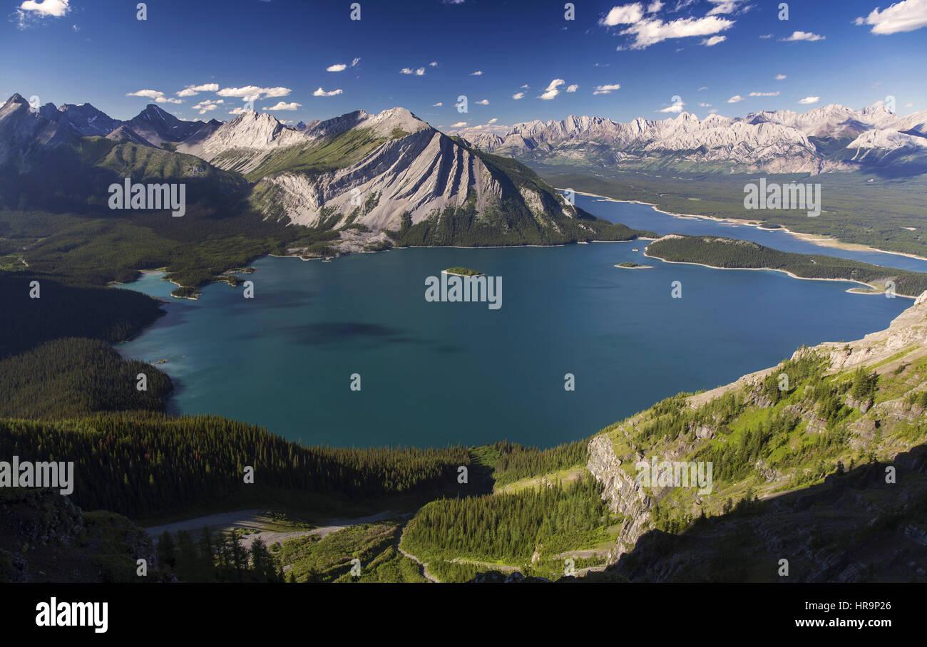 sweeping-panorama-of-kananaskis-lakes-in