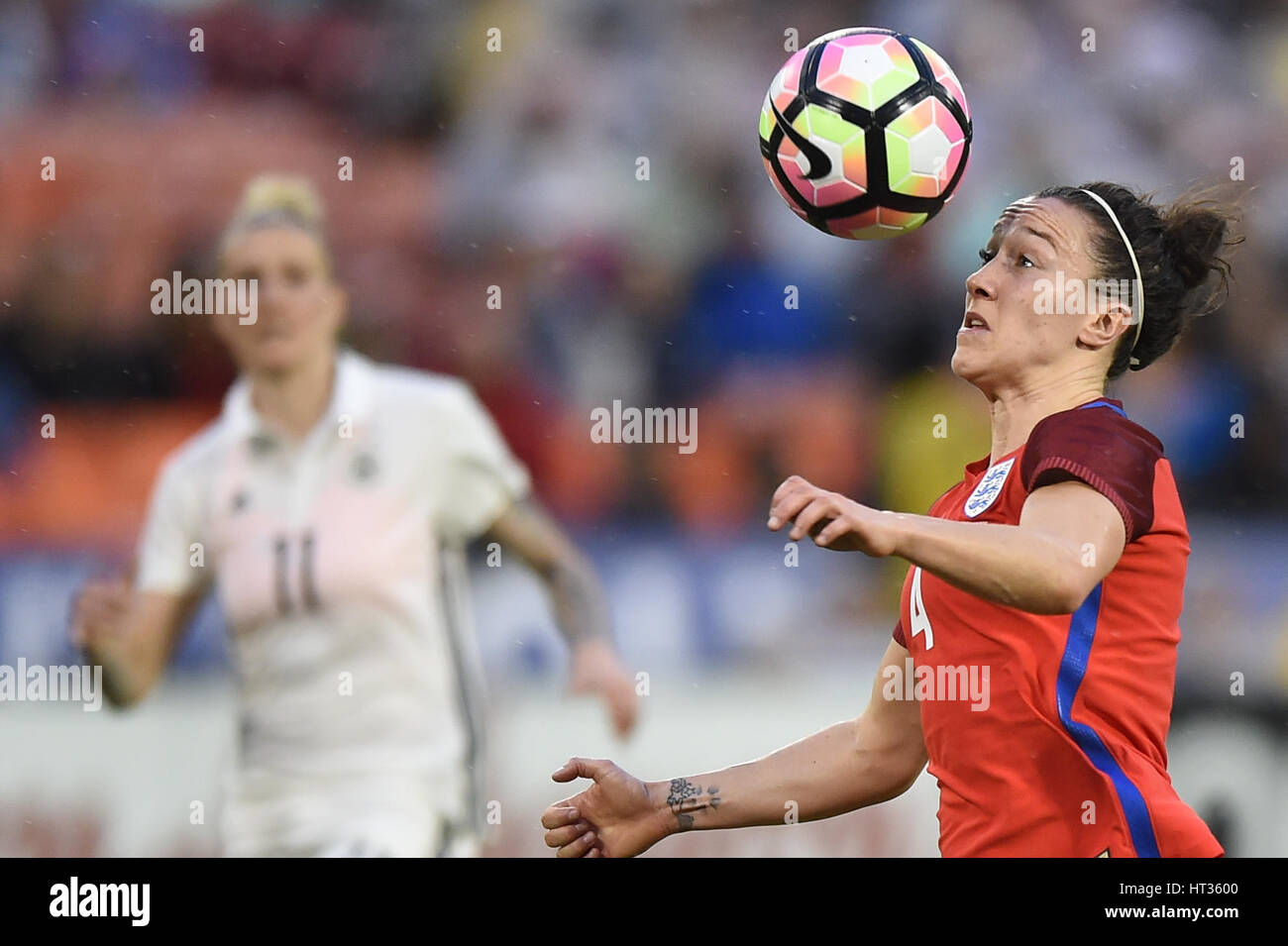 Washington DC, USA. 07th Mar, 2017. England's Lucy Bronze (4) keeps her eye on the ball during the match between Stock Foto