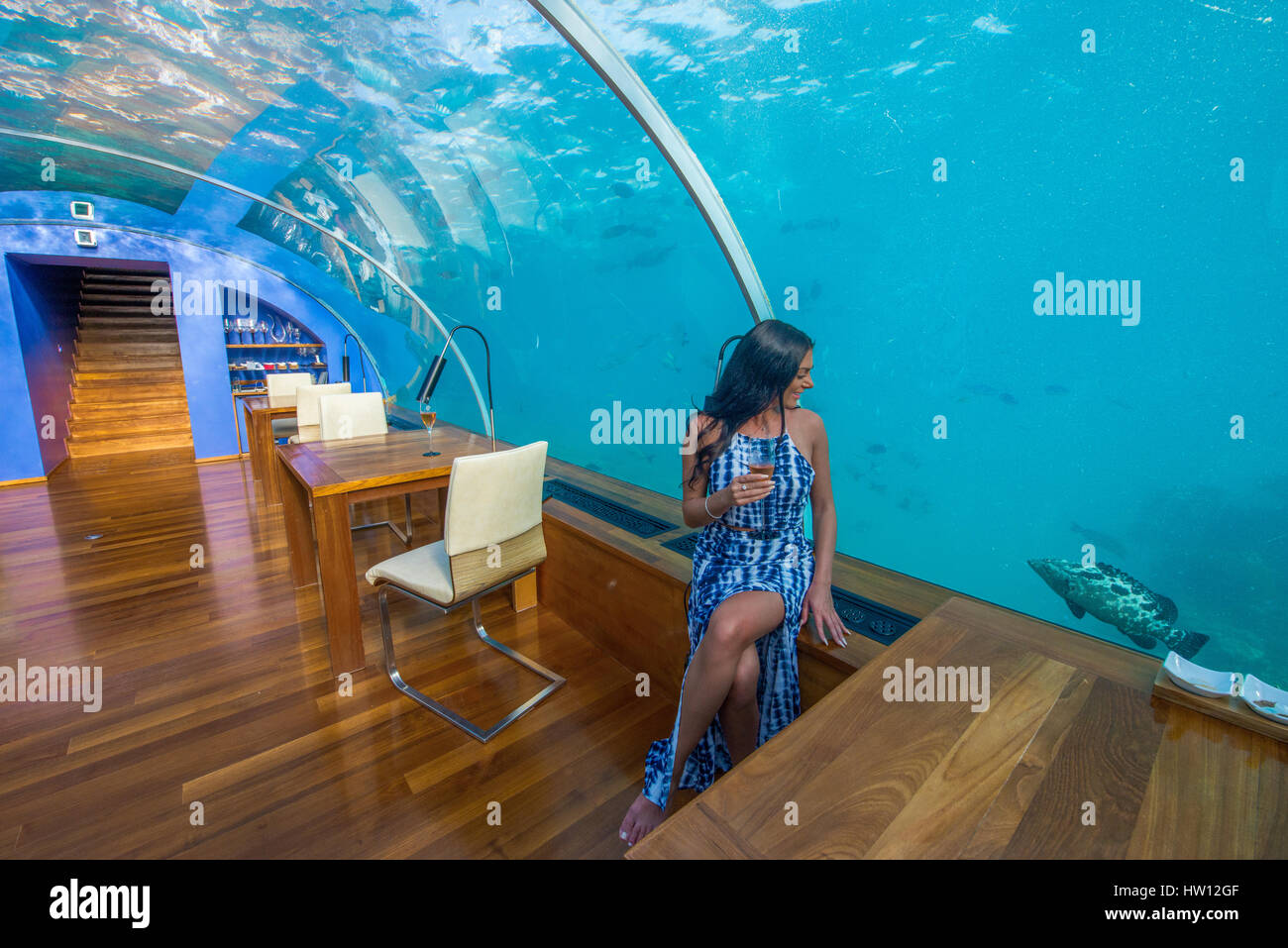 Maldives rangali island conrad hilton resort couple at for Hilton hotels in maldives