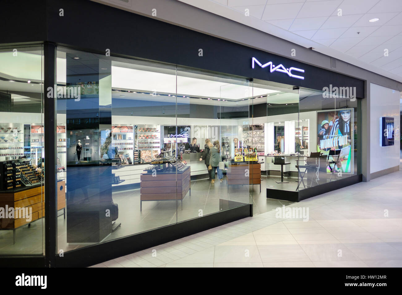 mac m a c cosmetics store front shop front entrance. Black Bedroom Furniture Sets. Home Design Ideas