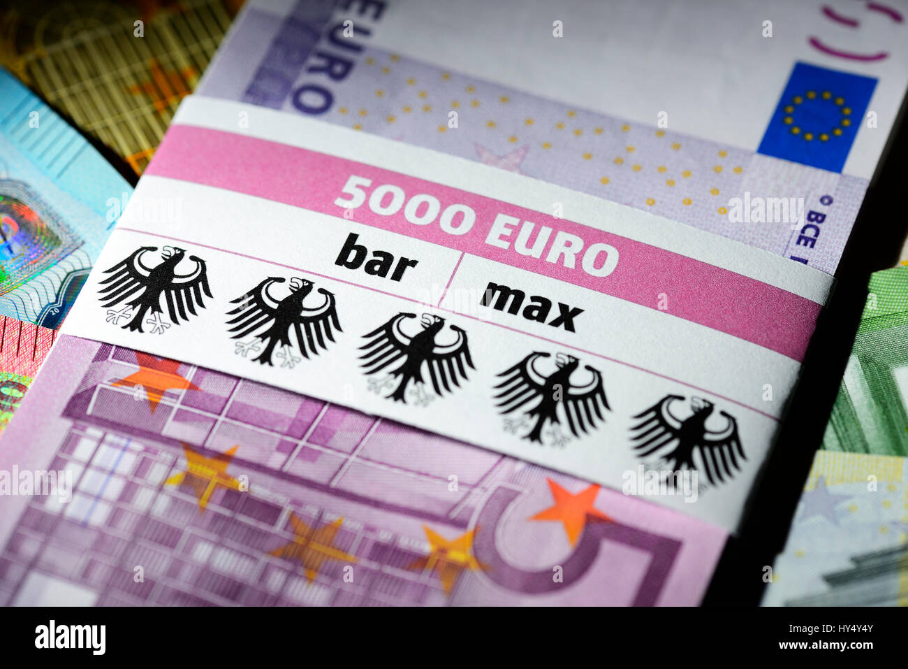 Bank notes with banderole 5000 euros cash max planned for Badezimmer 5000 euro
