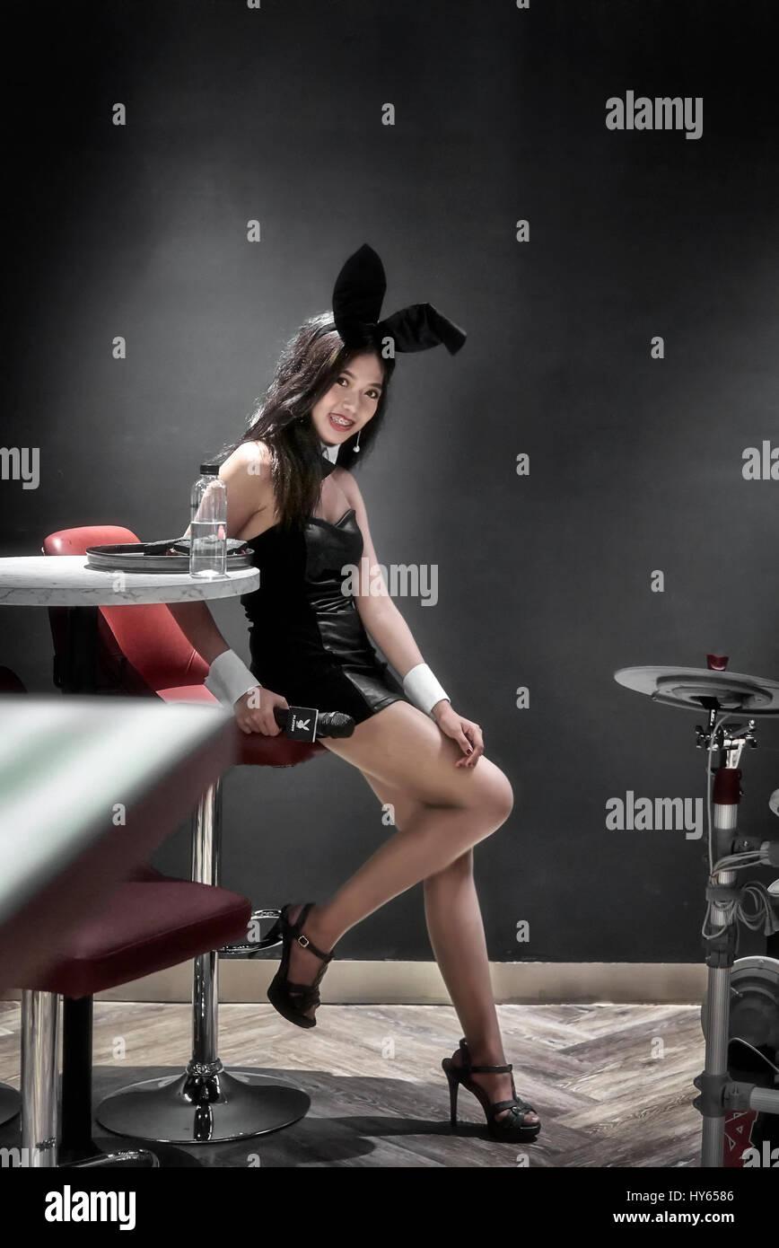 playboy-bunny-female-hostess-playboy-caf
