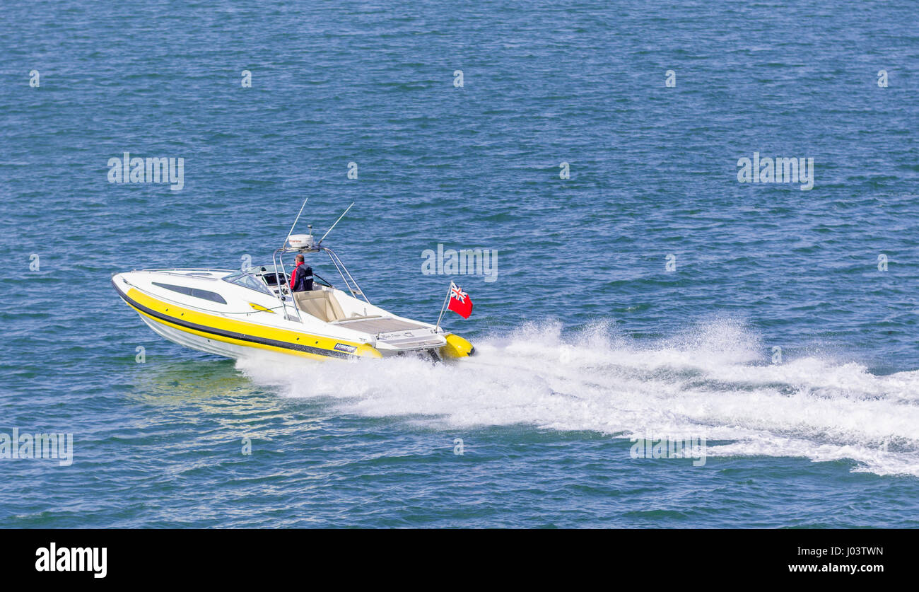 small-speed-boat-speeding-along-at-sea-w