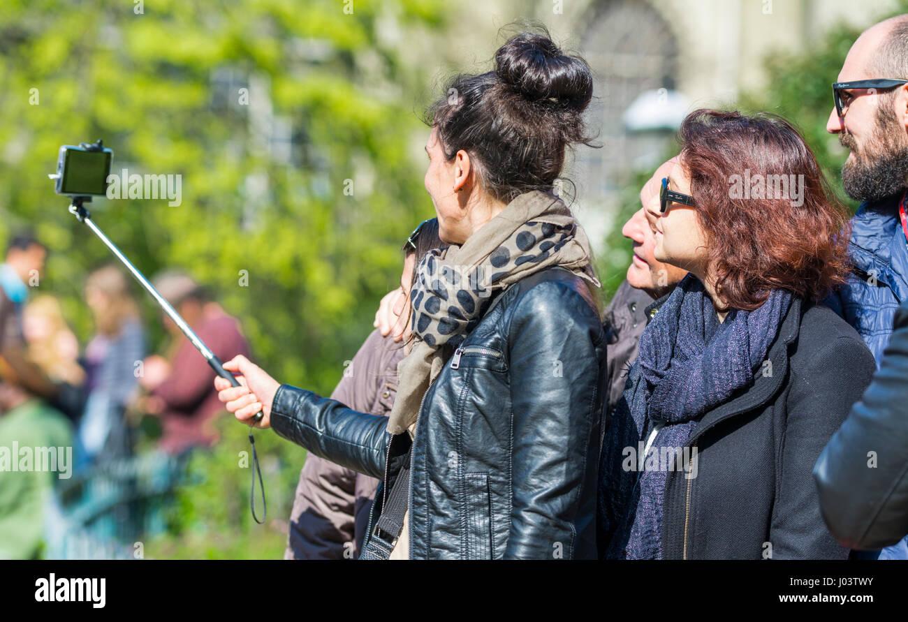 tourists-taking-selfis-photographs-using