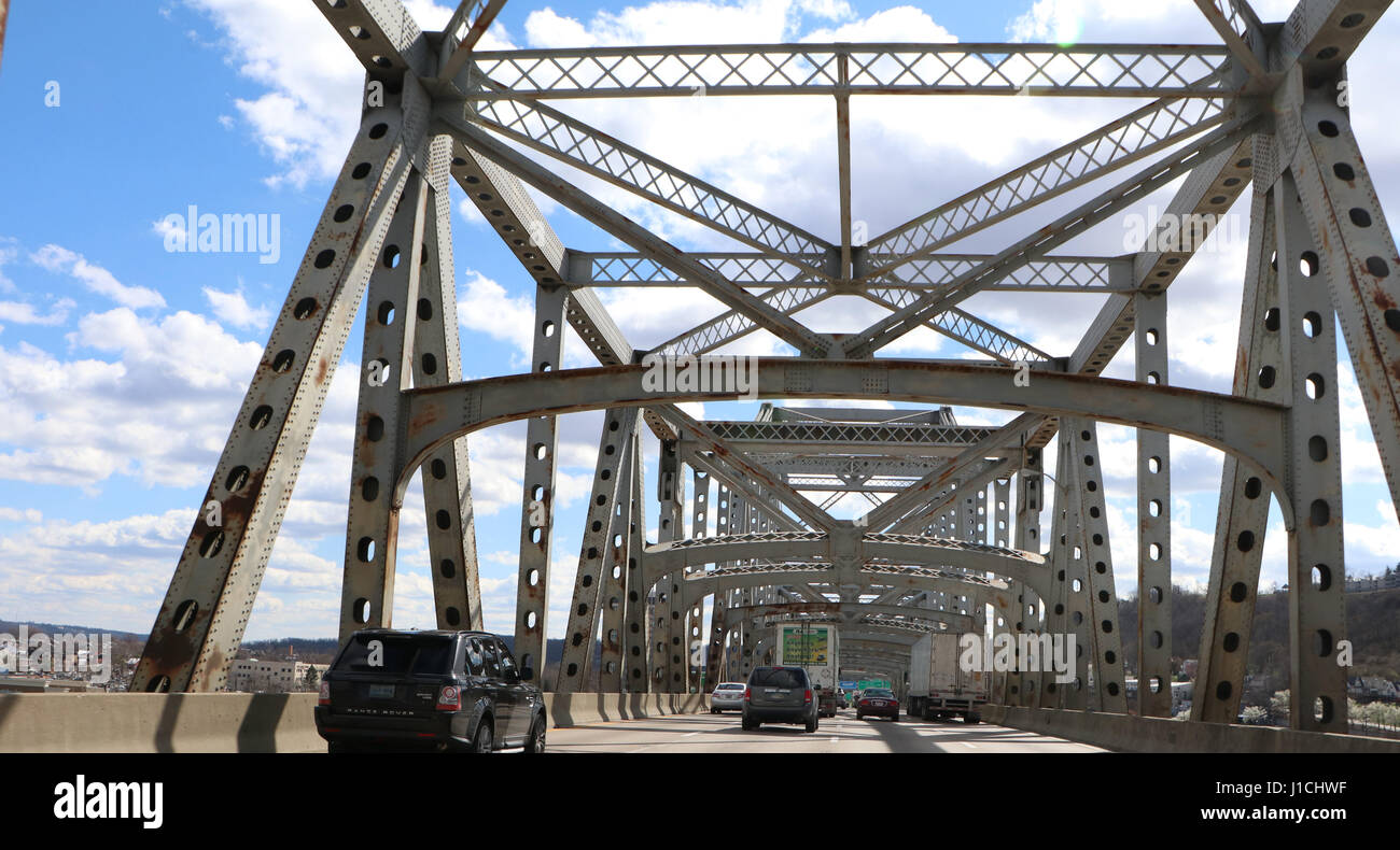 infrastructure - Rust and damage to the Brent Spence Bridge that carries Interstates 71 and 75 across the Ohio River Stock Photo