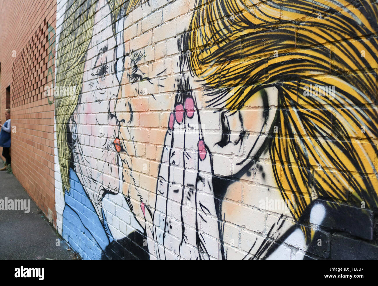 Melbourne Australia. 21st April 2017. A mural in Melbourne showing  Donald Trump kissing  his presidential rival Stock Foto