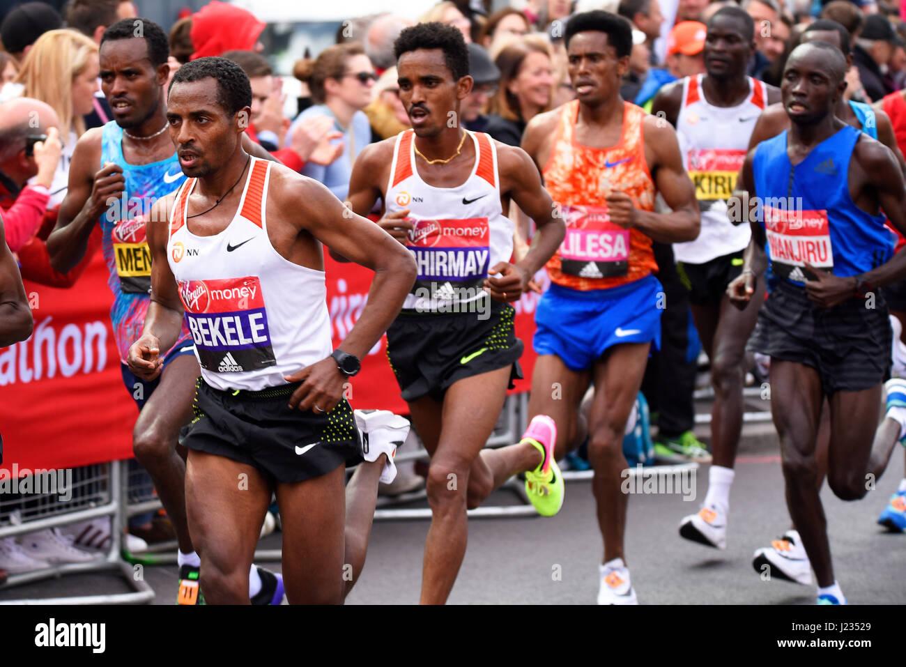 winner-daniel-wanjiru-and-the-lead-pack-at-the-2017-virgin-london-J23529.jpg