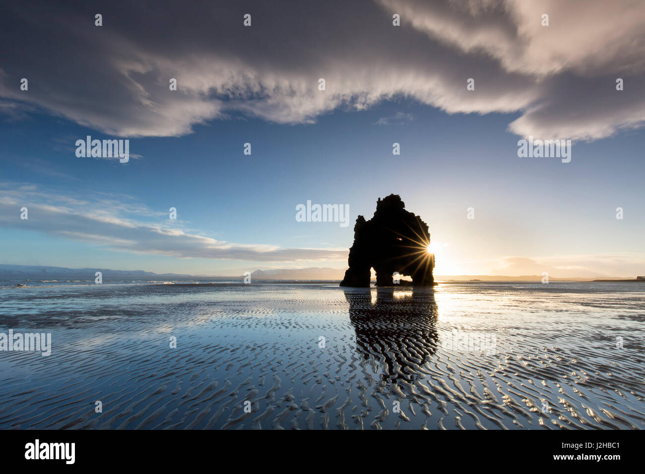 hvitserkur-15-m-high-basalt-sea-stack-al