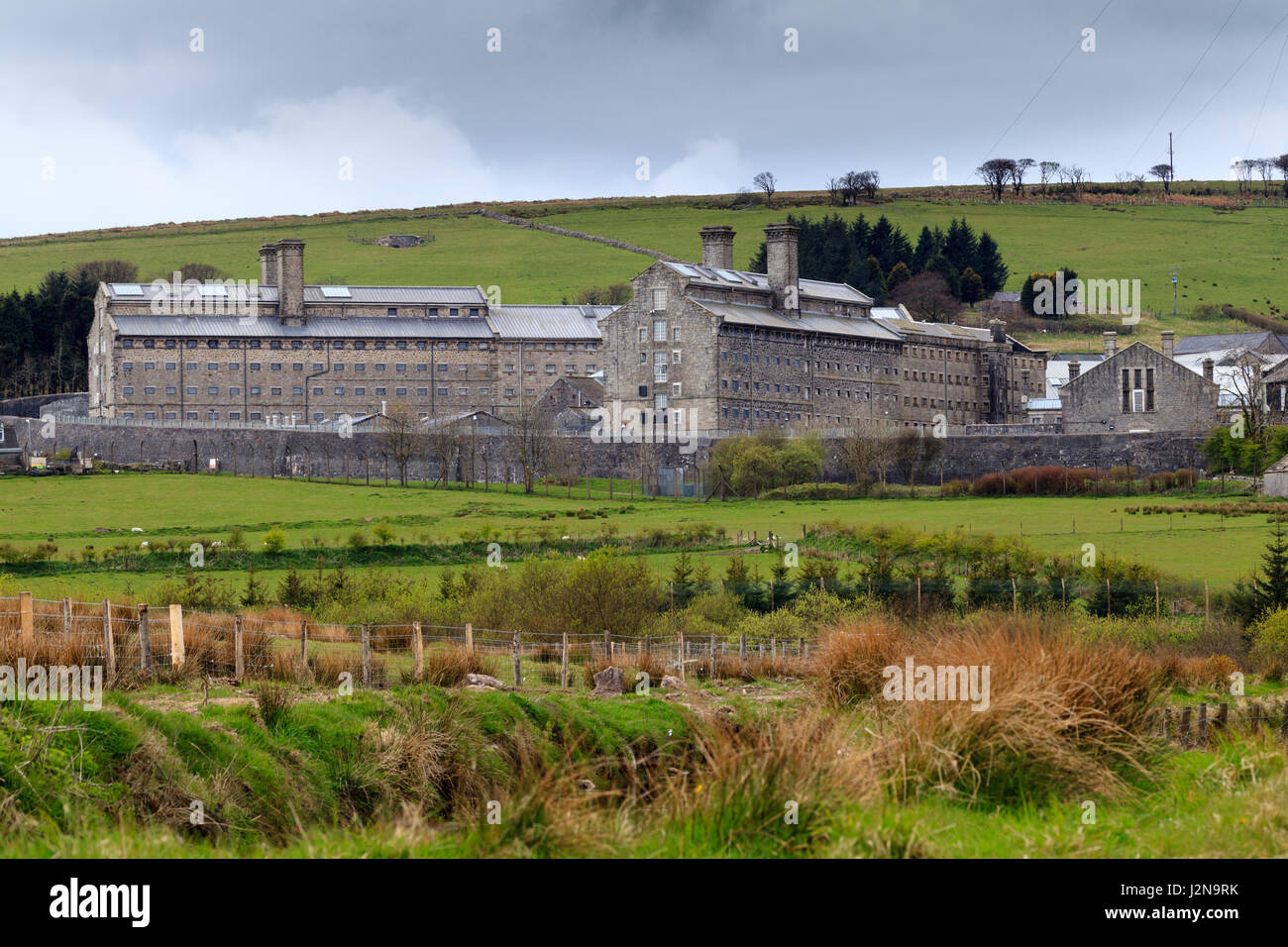 view-across-the-moor-of-her-majestys-prison-dartmoor-princetown-devon-J2N9RK.jpg
