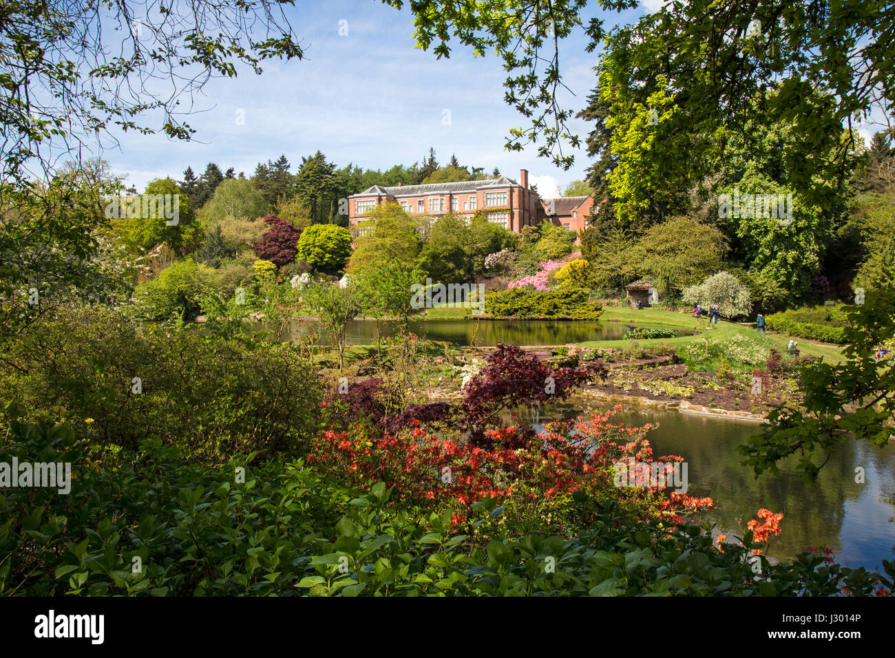 hodnet-hall-in-shropshire-england-view-l