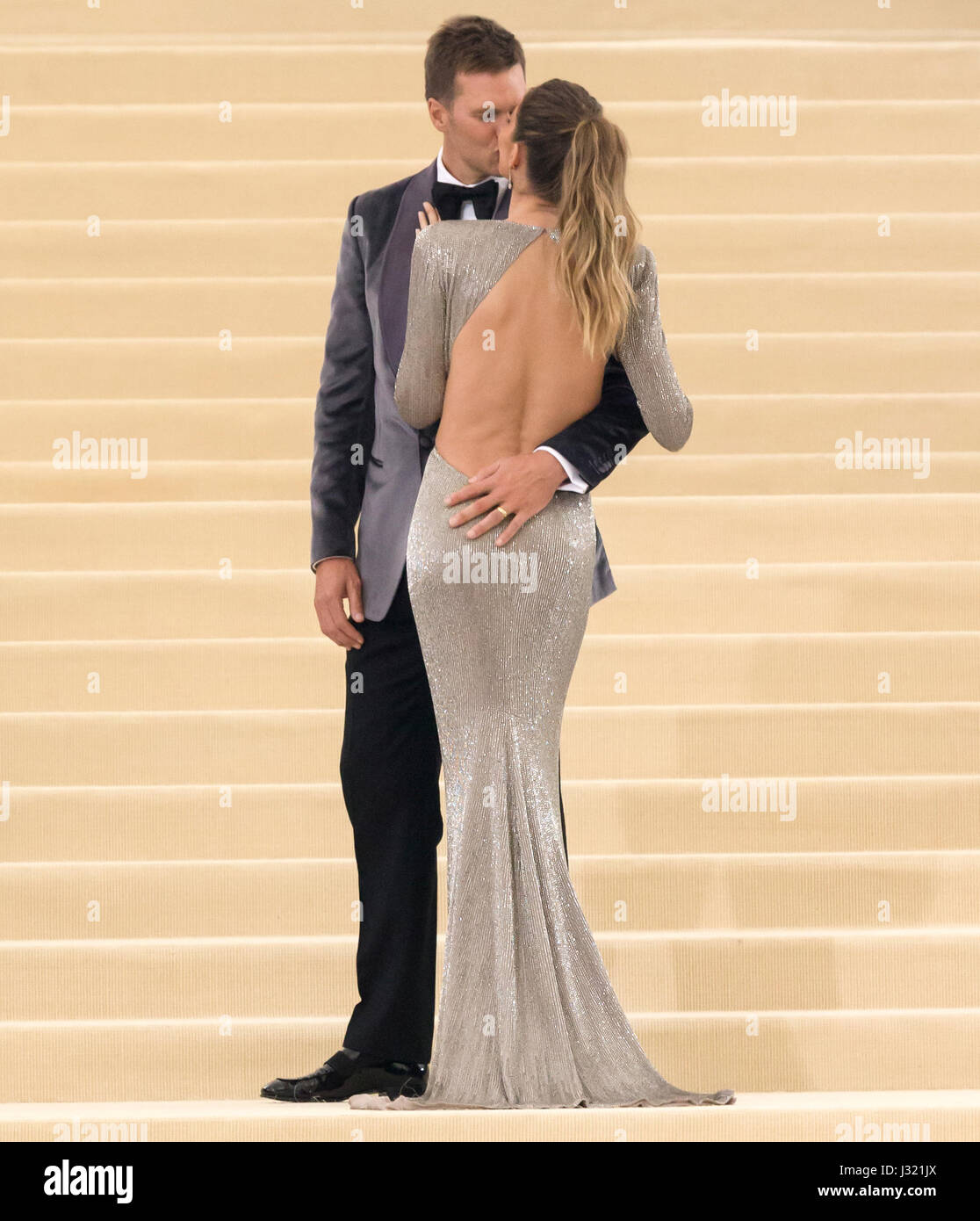 New York, USA. 1st May, 2017. Tom Brady and Gisele Bundchen attend the 'Rei Kawakubo/Comme des Garcons: Art Of The Stock Foto