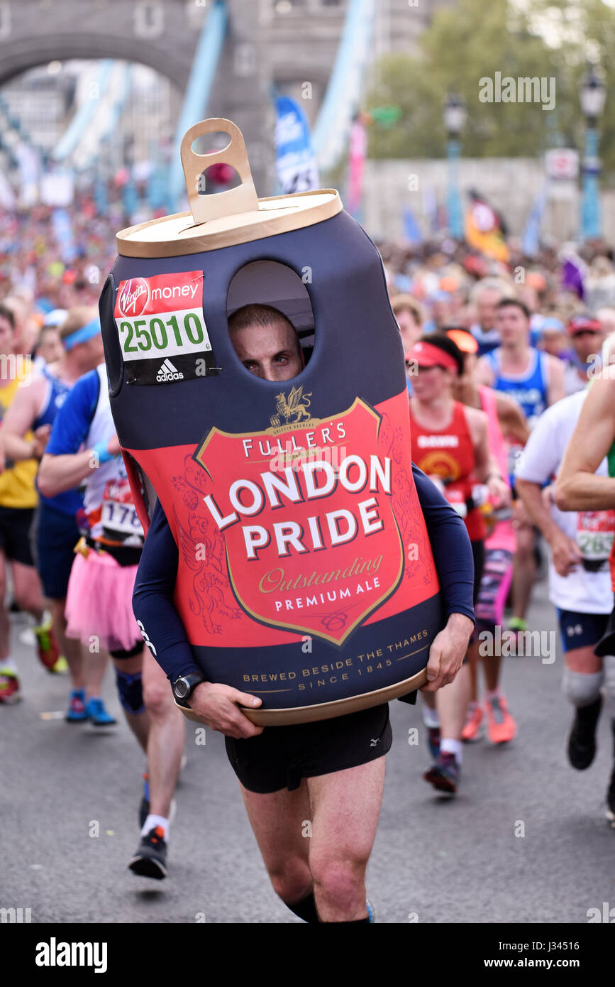 mark-herbert-running-in-the-2017-london-marathon-near-tower-bridge-J34516.jpg