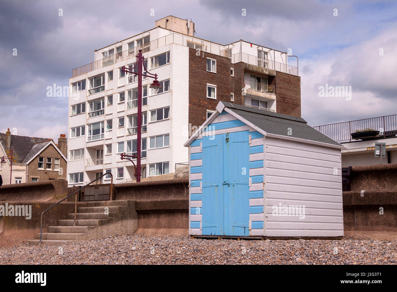 beach-huts-on-the-beach-at-seaton-devon-