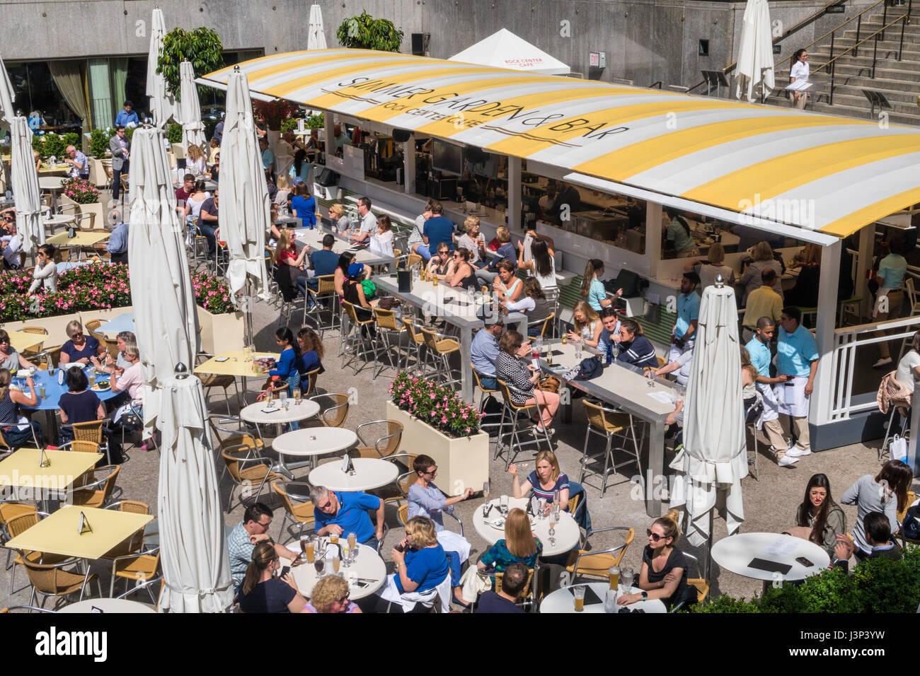 Rock center cafe summer garden and bar rockefeller center nyc usa stock photo 140012989 alamy for Summer garden and bar