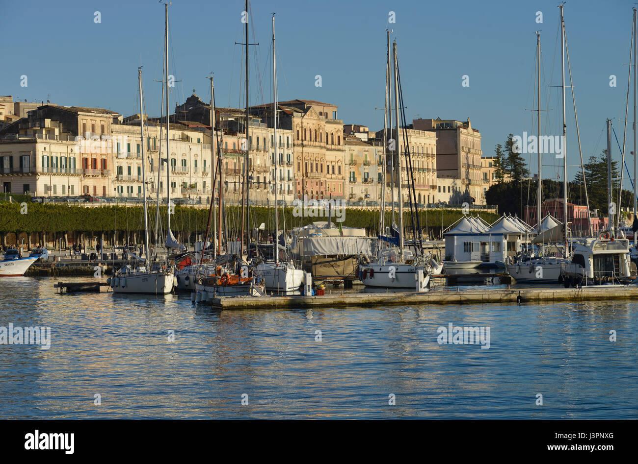 Hafen, Ortigia, Syrakus, Sizilien, Italien Stock Photo ...
