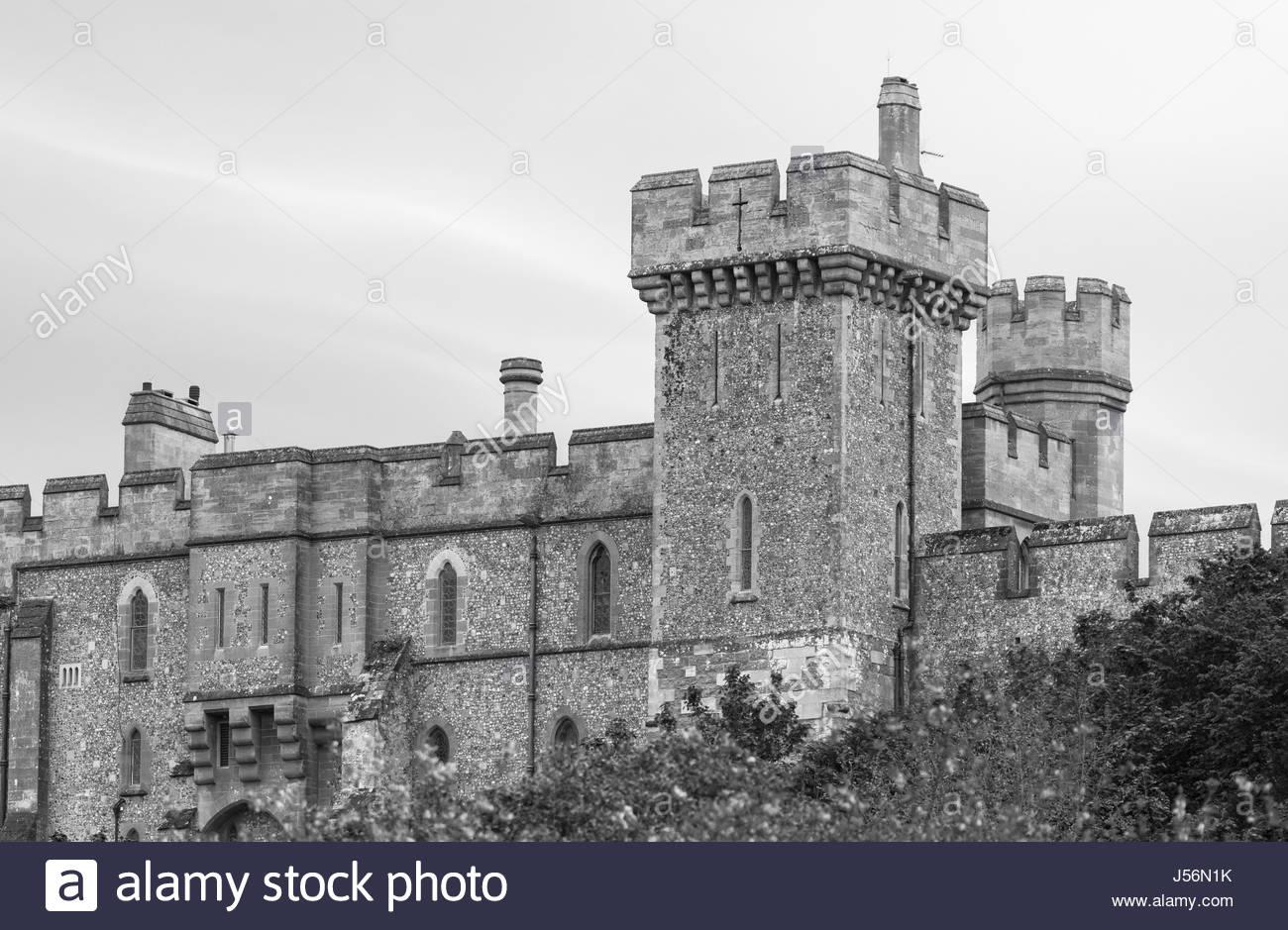 black-and-white-image-of-arundel-castle-