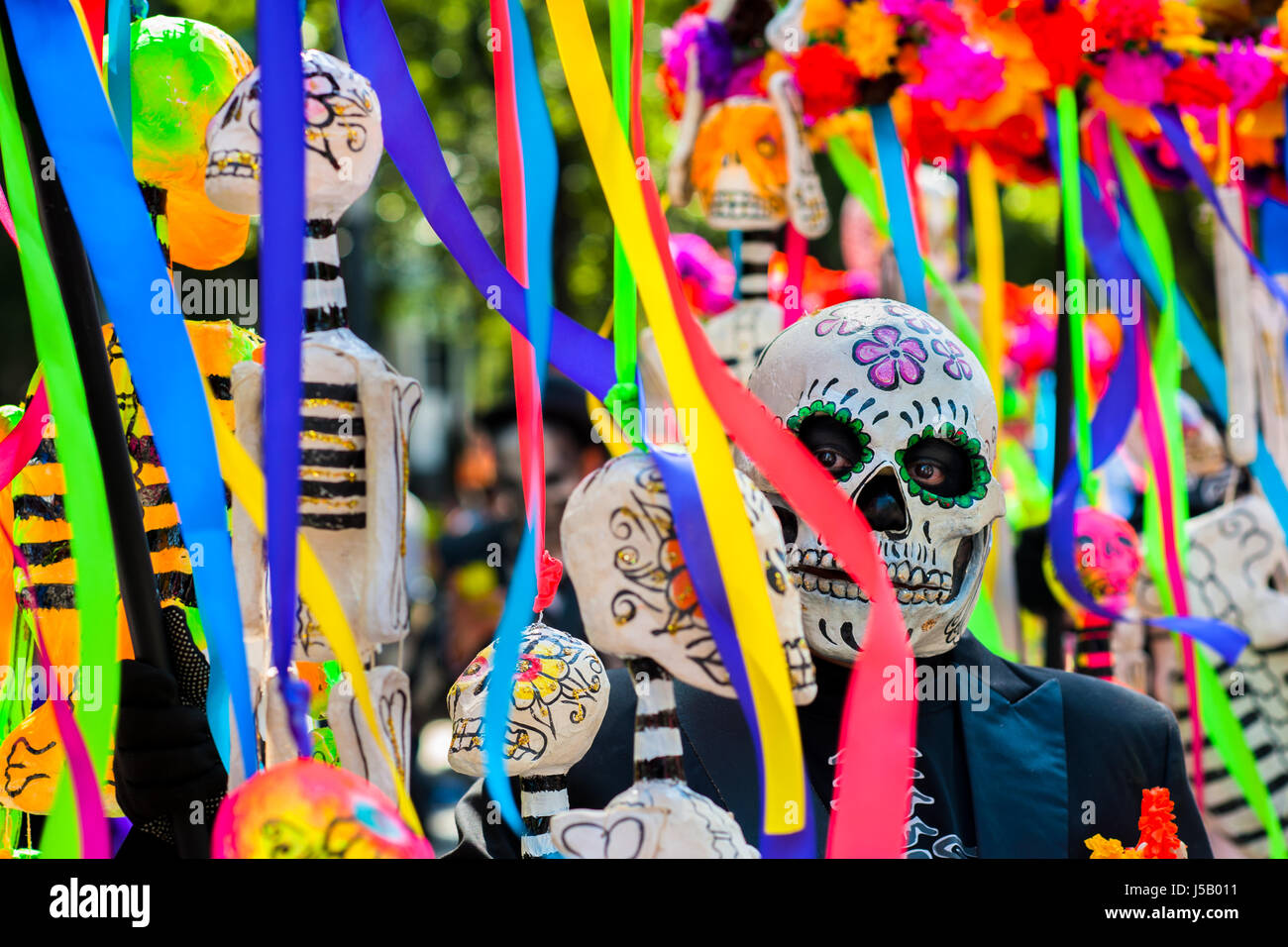 A Mexican man, dressed as skeleton (Calaca), walks through the town during the Day of the Dead procession in Mexico - Stock Image