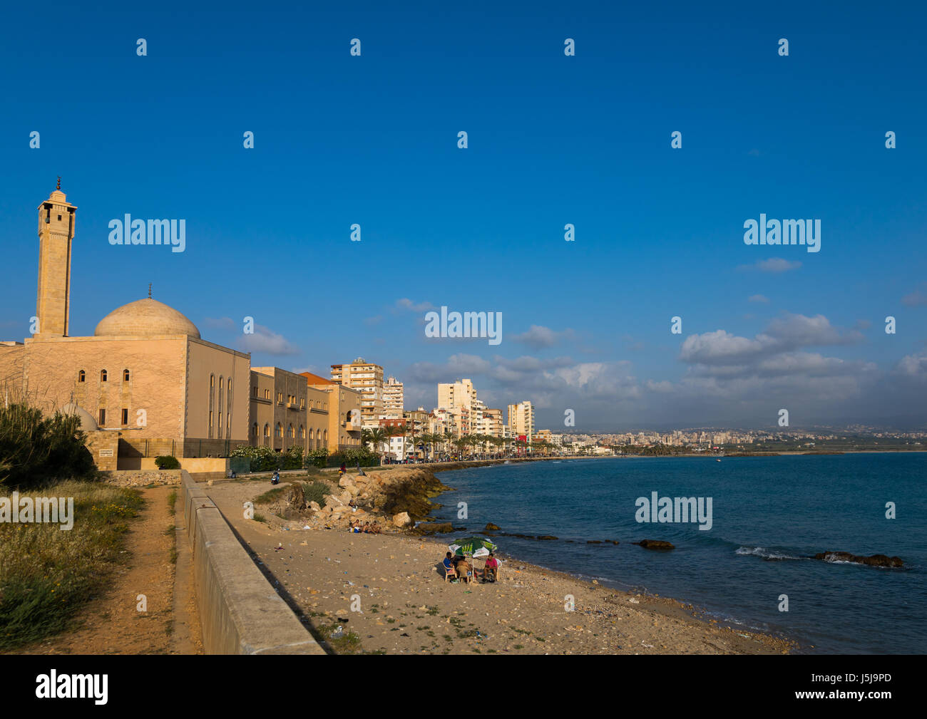 Mosque and cityscape, South Governorate, Tyre, Lebanon - Stock-Bilder