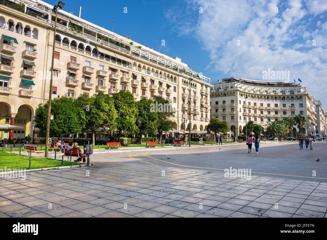Everyday life on the Aristotelous (Aristotle) Square. Thessaloniki, Greece - Stock-Bilder
