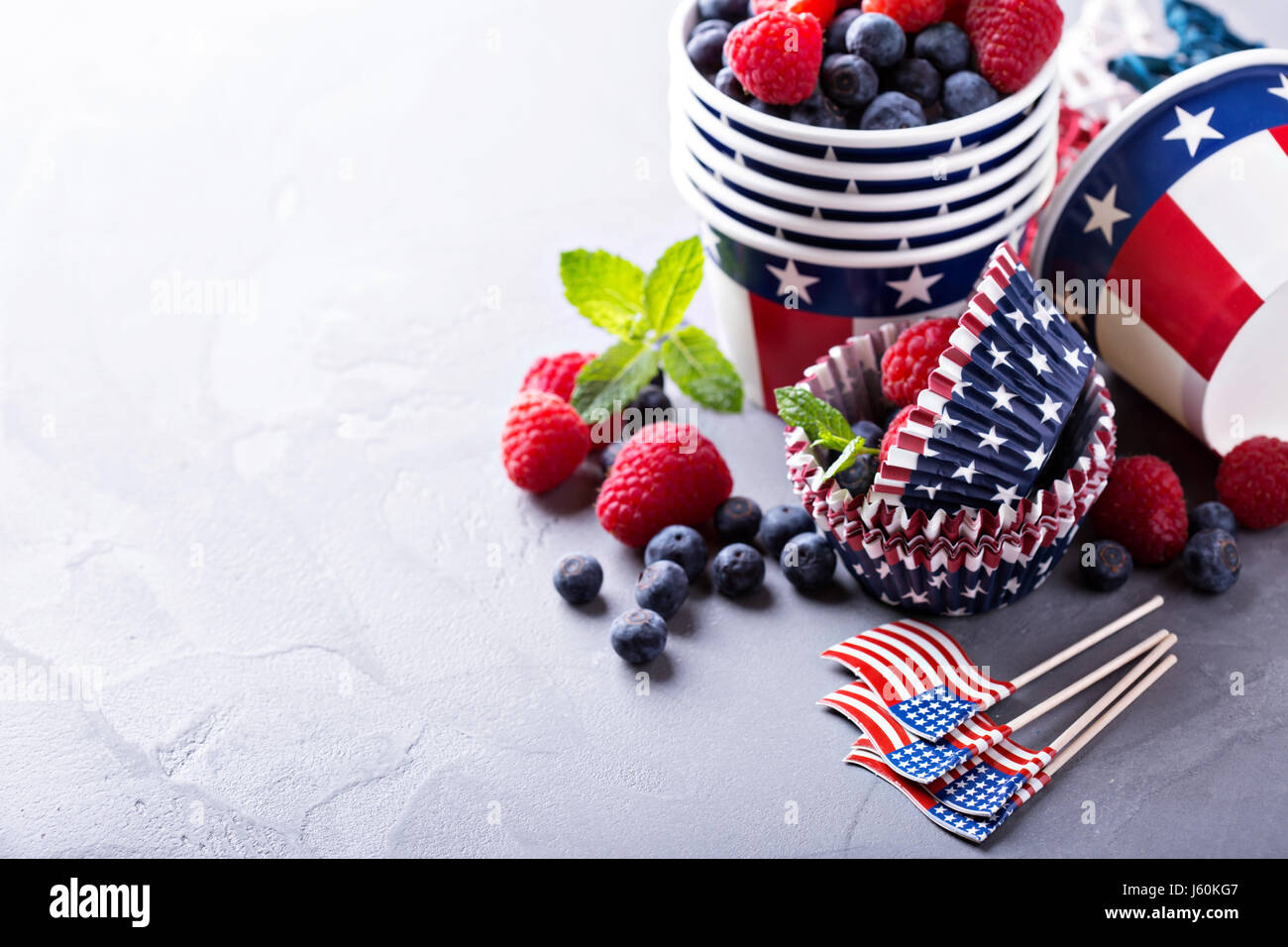 Fourth of July cups and cupcake liners - Stock Image
