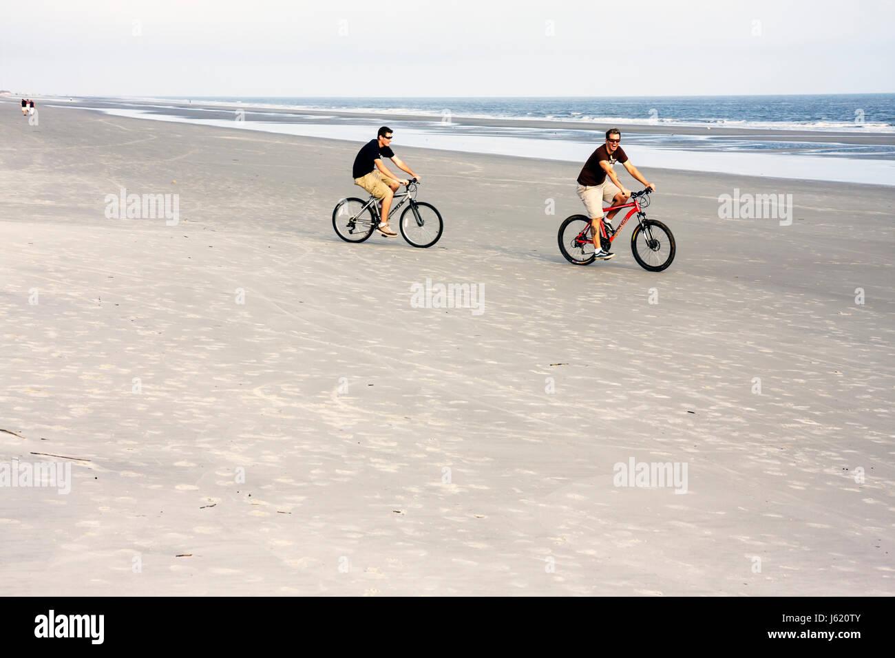 South Carolina Hilton Head Island Sea Pines Plantation Atlantic Ocean resort man young adults bicycle cycling exercise - Stock Image