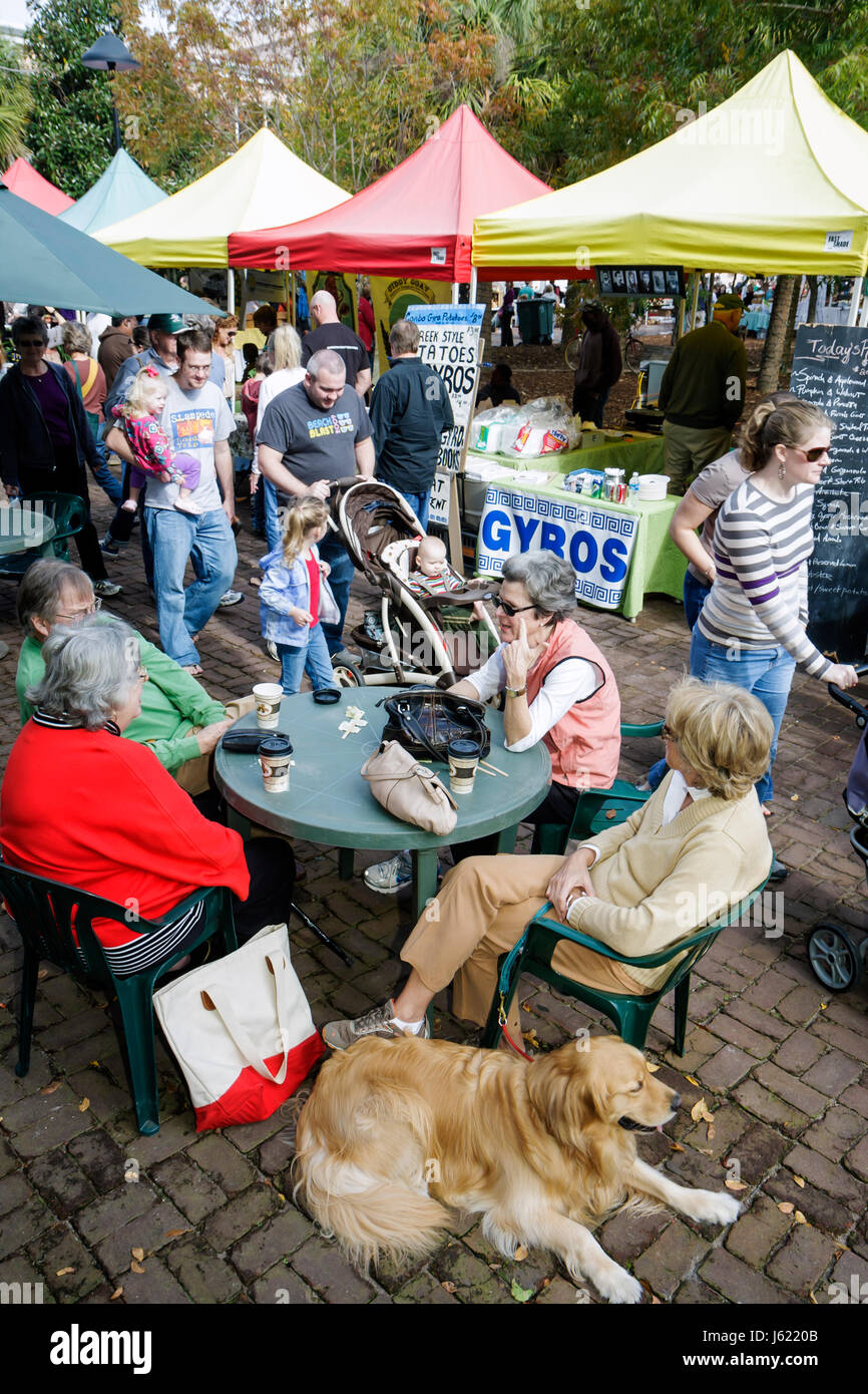 Charleston South Carolina Marion Square Farmers Market community activity fresh produce local products artisans - Stock Image