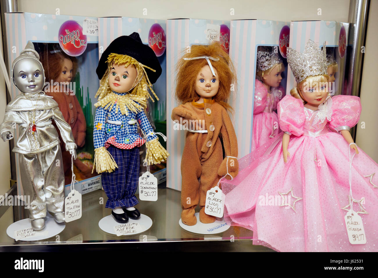 Indiana Chesterton Yellow Brick Road Gift Shop and Wizard of Oz Fantasy Museum dolls characters children's literature - Stock Image