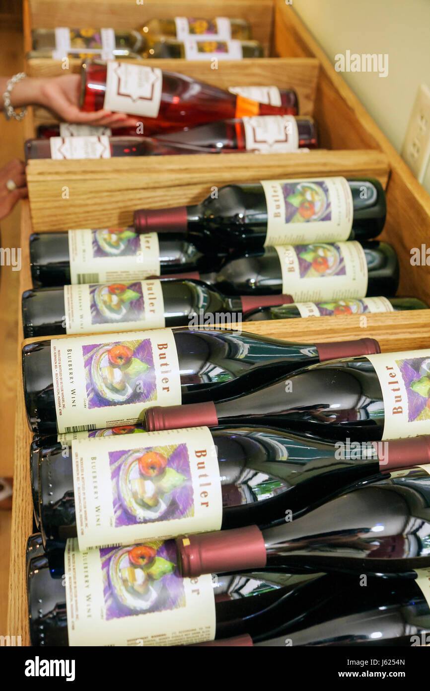 Indiana Chesterton Butler Winery and Vineyards wine tasting room bar bottles display red rose business beverage - Stock Image