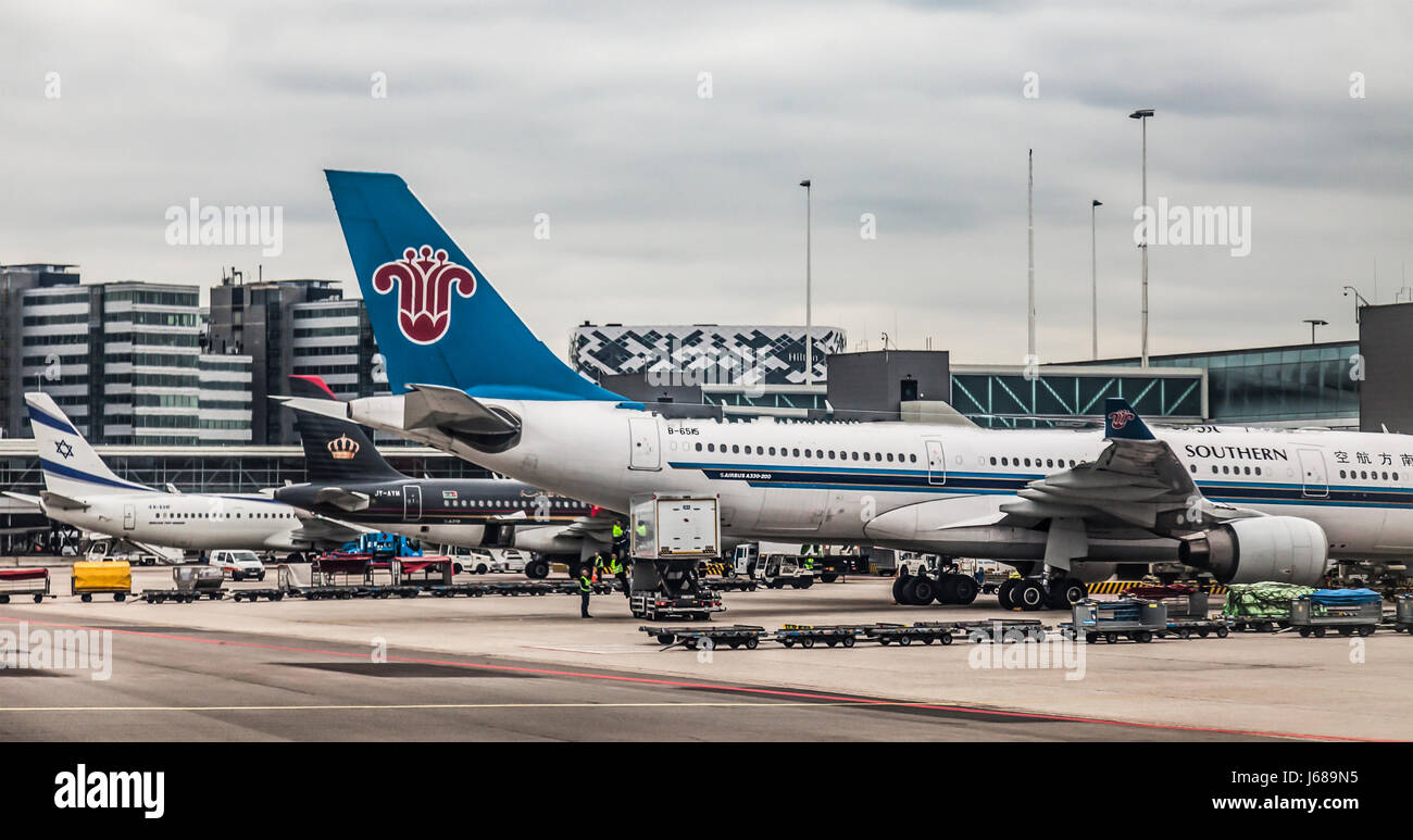 A330 200 stock photos a330 200 stock images alamy - China southern airlines london office ...