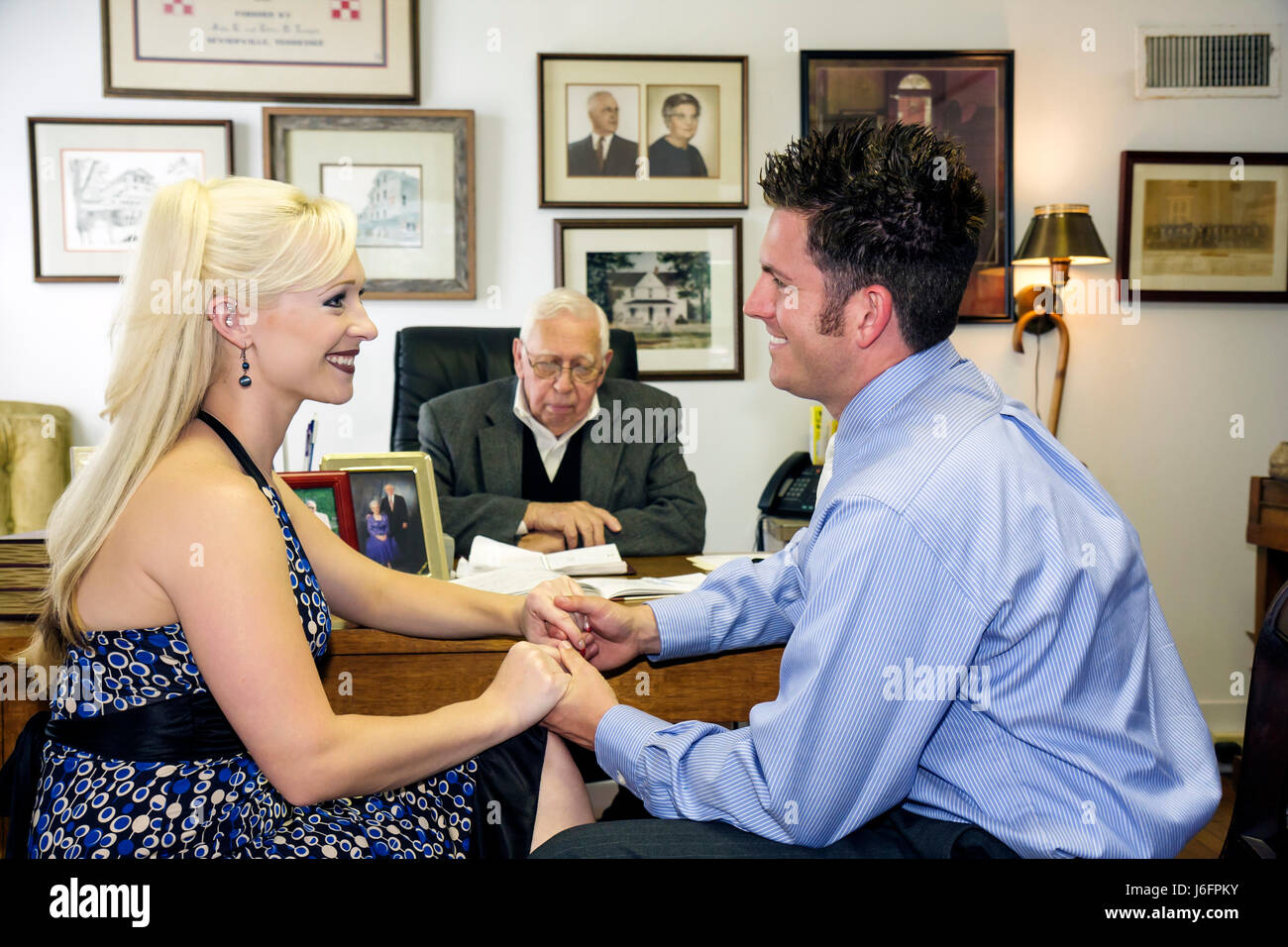 Tennessee Sevierville Jimmie Temple County Commissioner marriage civil ceremony woman man couple young senior officiate - Stock Image