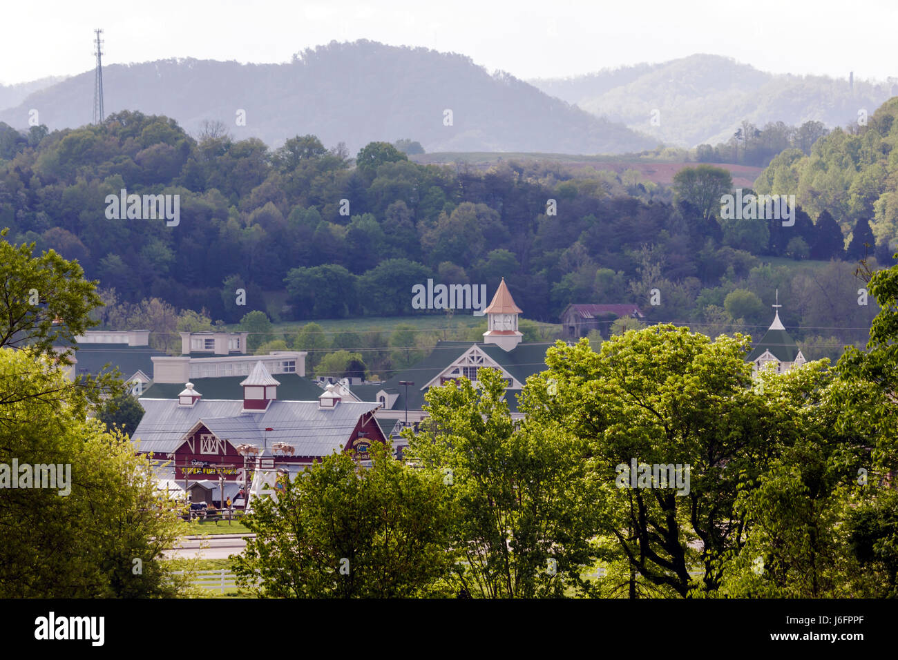 Tennessee Sevierville Tanger Five Oaks Factory Outlet exterior shopping center scenery Smoky Mountains foothills - Stock Image