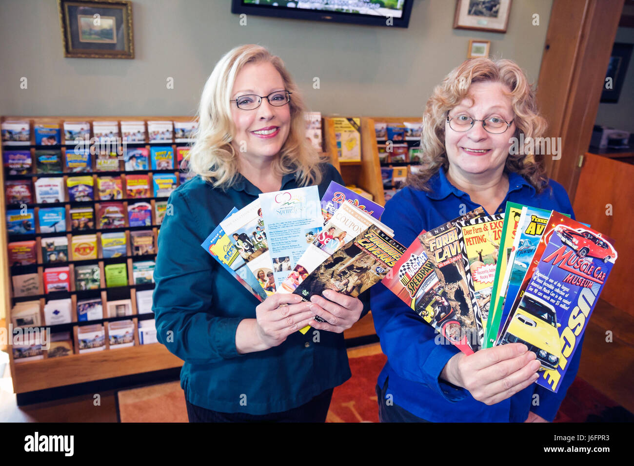 Tennessee Sevierville Chamber of Commerce Visitor Center women helper greet welcome information assist plan maps - Stock Image