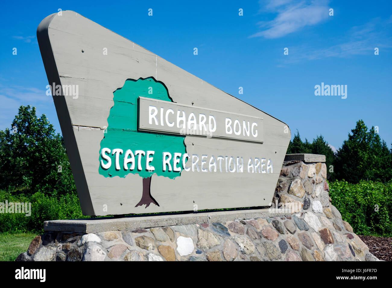 Wisconsin Kenosha Kansasville Richard Bong State Recreation Area entrance wood stone sign park prairie preserve - Stock Image