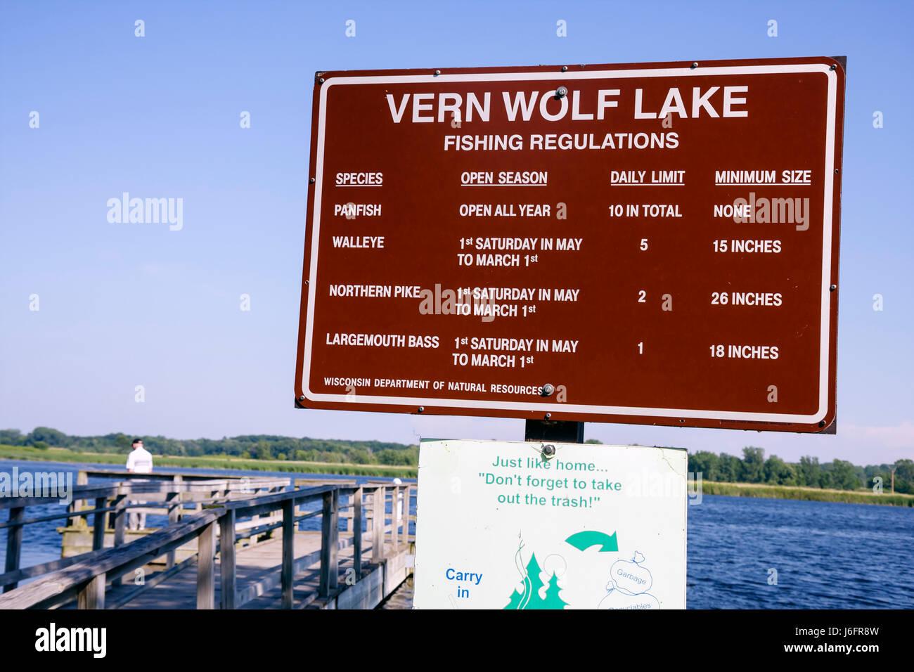Wisconsin Kenosha Kansasville Richard Bong State Recreation Area Vern Wolf Lake fishing sign regulations season - Stock Image