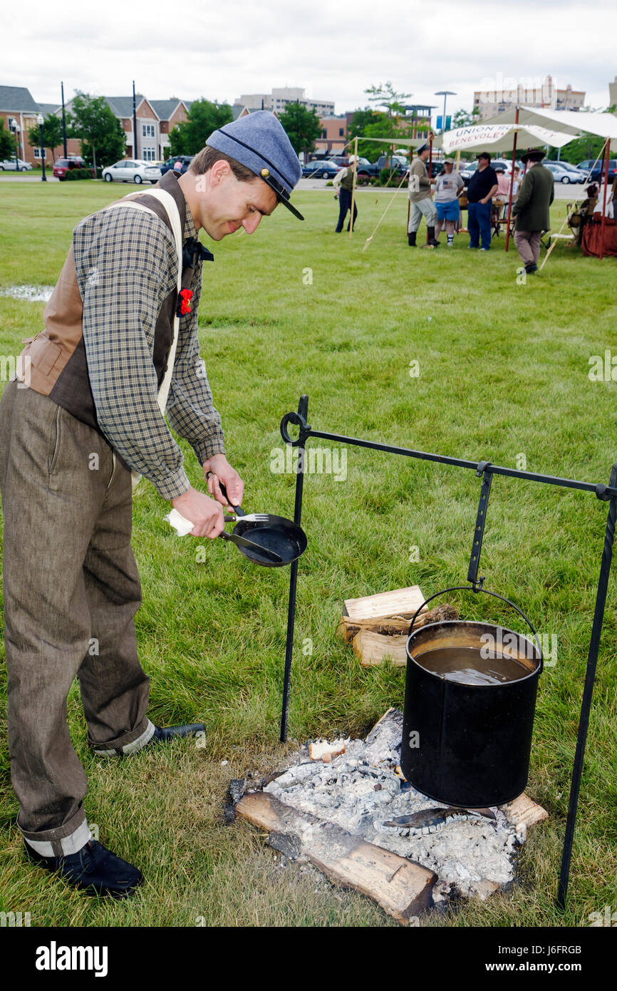 Wisconsin Kenosha Civil War Museum Civil War Days muster Park City Grays man reenactor militia camp living history - Stock Image