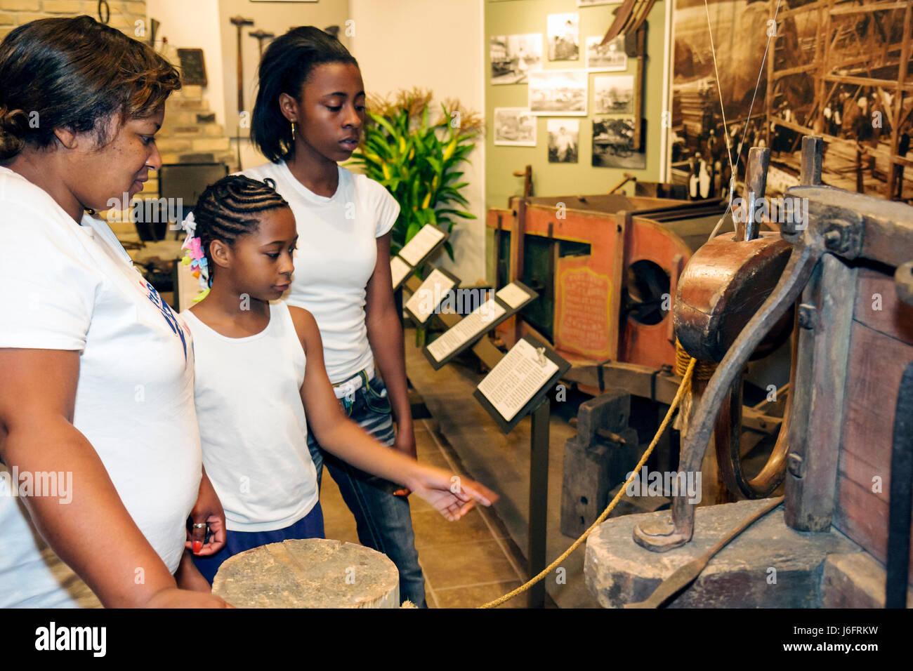 Wisconsin Kenosha Simmons Island Kenosha History Center Yesteryear Gallery Black woman girl teen mother child family - Stock Image