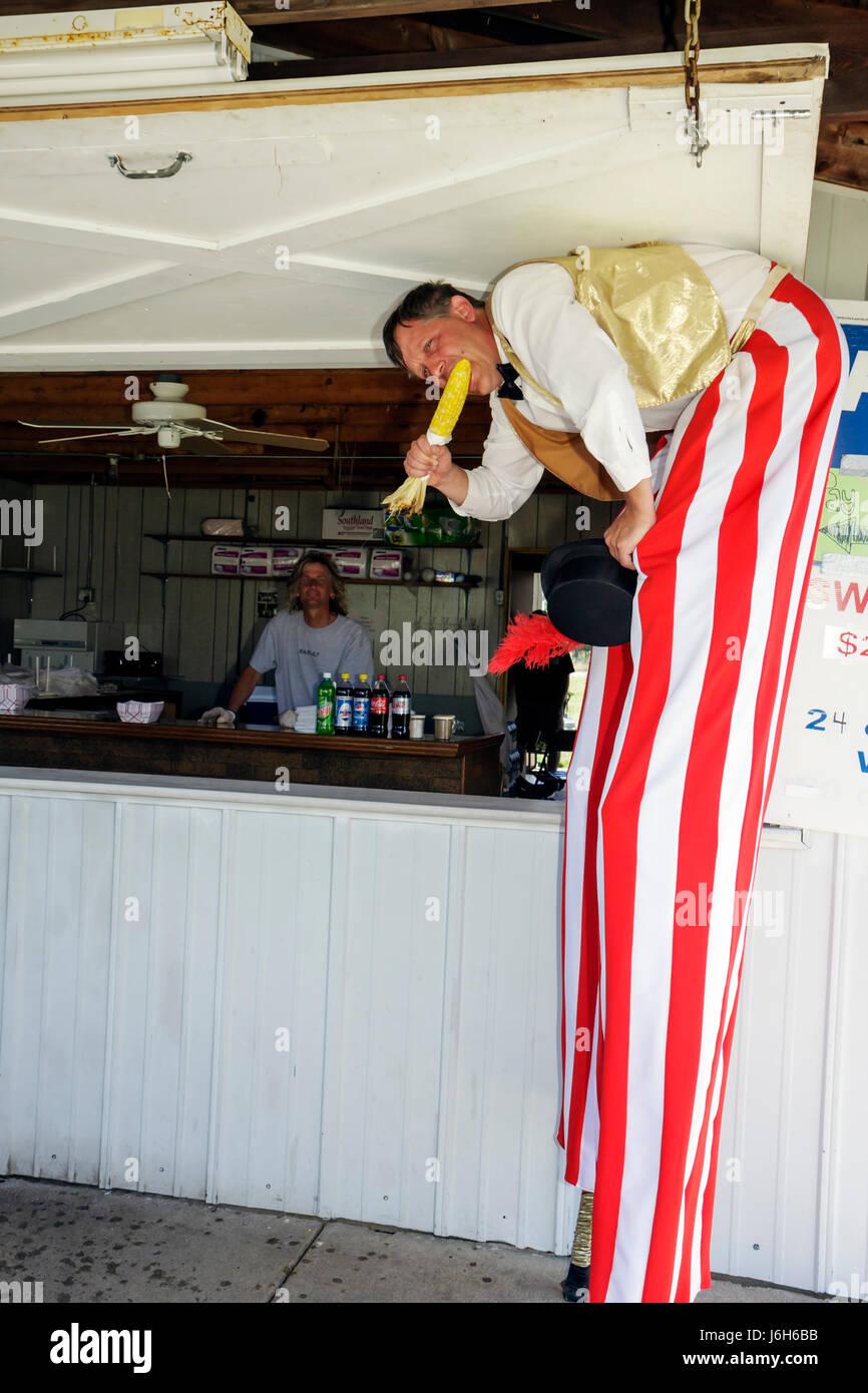 Wisconsin Kenosha Kenosha County Fairgrounds The Ultimate Kid Fest family event carnival stilt walker eat corn bent - Stock Image