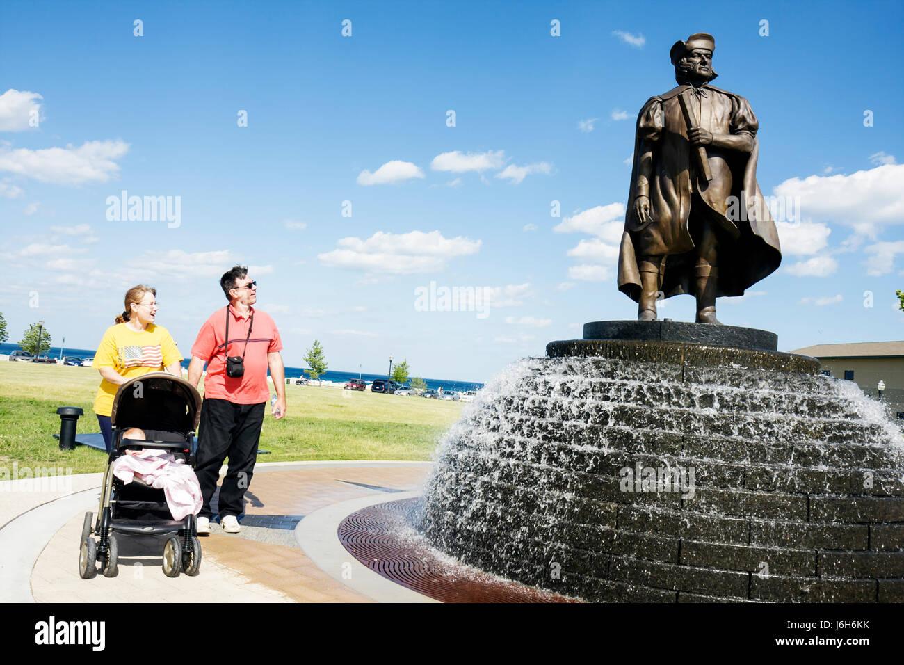 Wisconsin Kenosha Harbor Park Christopher Columbus statue public fountain man woman baby family stroller honor immigrants - Stock Image