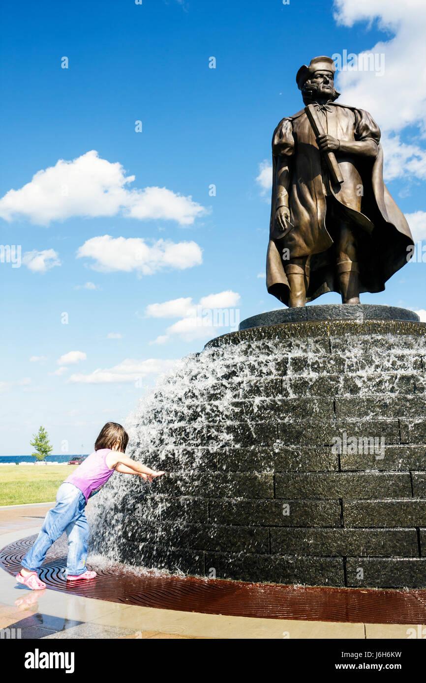 Wisconsin Kenosha Harbor Park Christopher Columbus statue public fountain girl play get wet childhood fun honor - Stock Image